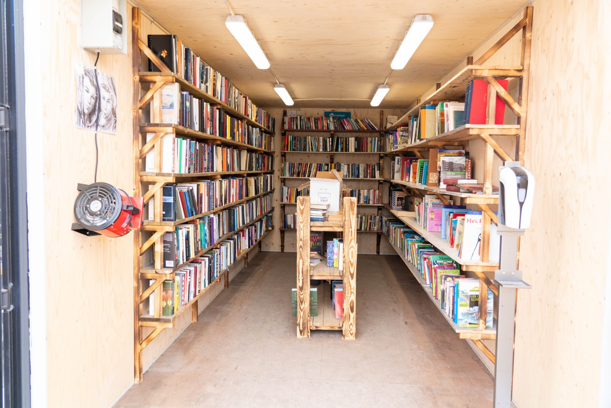 Interior design, Bookcase, Shelf, Property, Furniture, Shelving, Publication, Book, Wood, Architecture