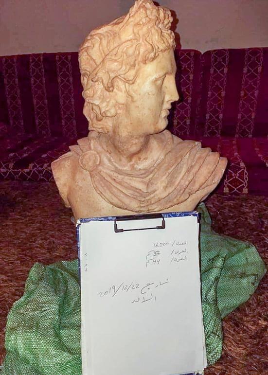 Cheek, Eye, Handwriting, Sculpture, Jaw, Statue