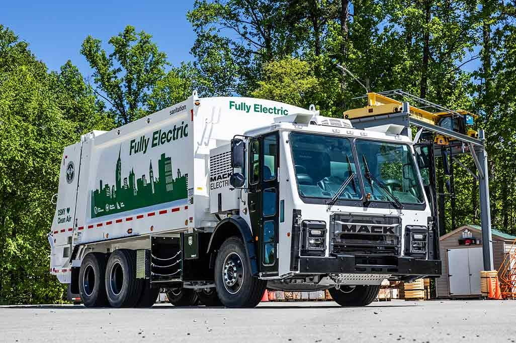 Several companies plan to produce electric garbage trucks.