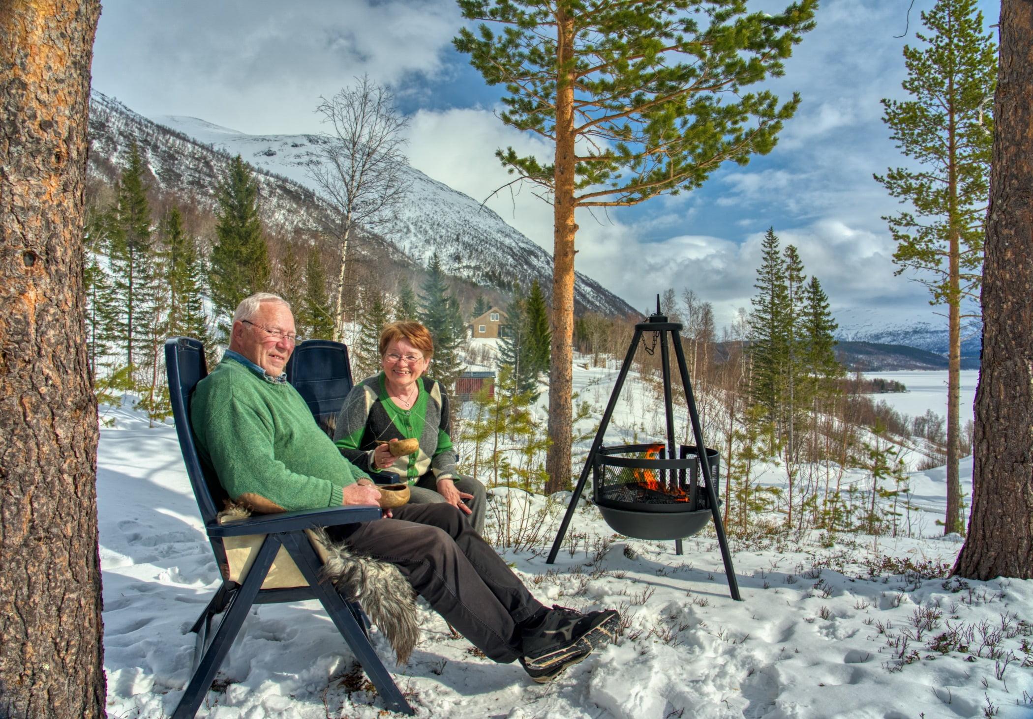 People in nature, Footwear, Cloud, Sky, Snow, Wood, Tree, Slope