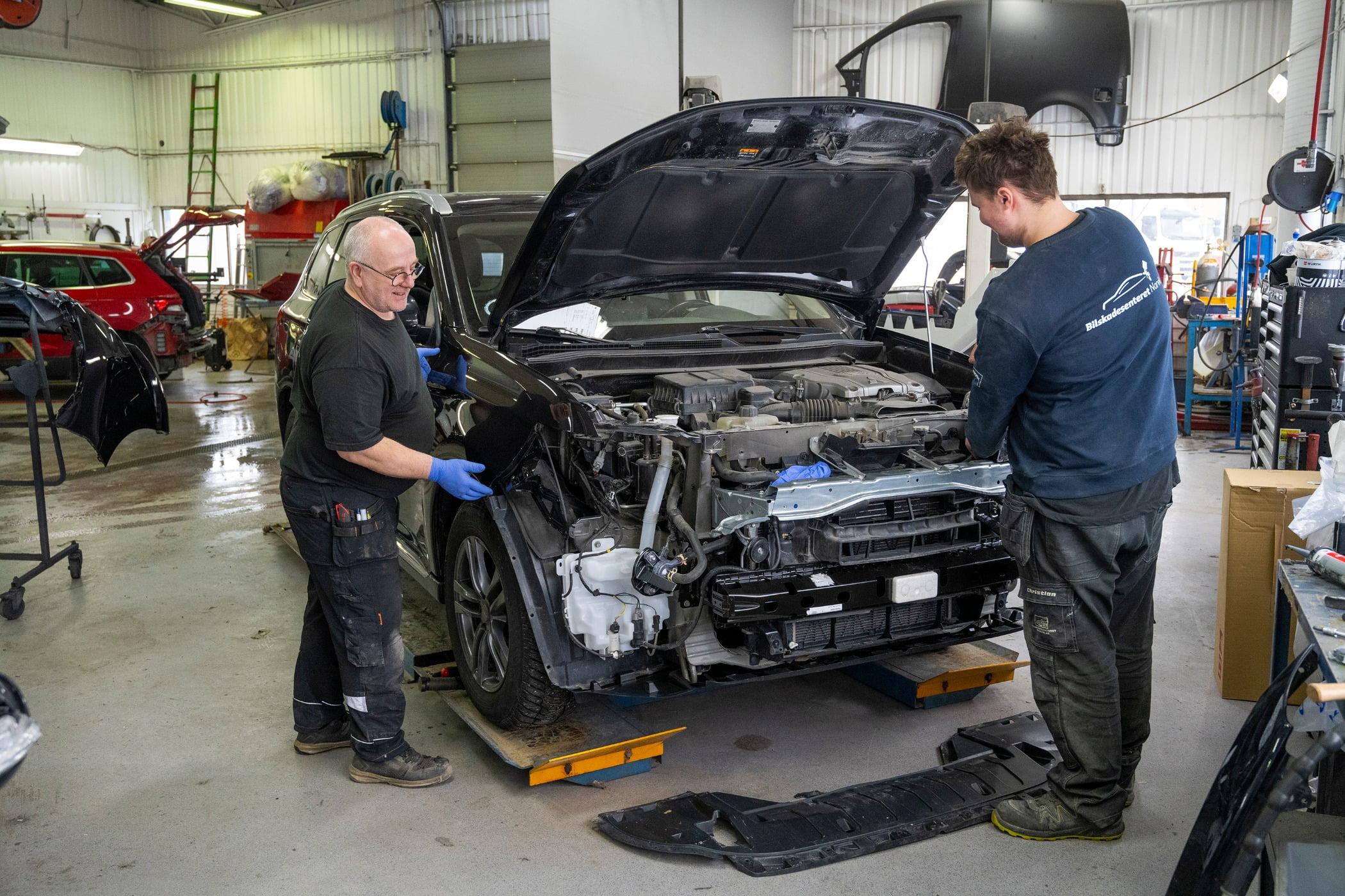 Motor vehicle, Automotive tire, Auto mechanic, Car, Hood