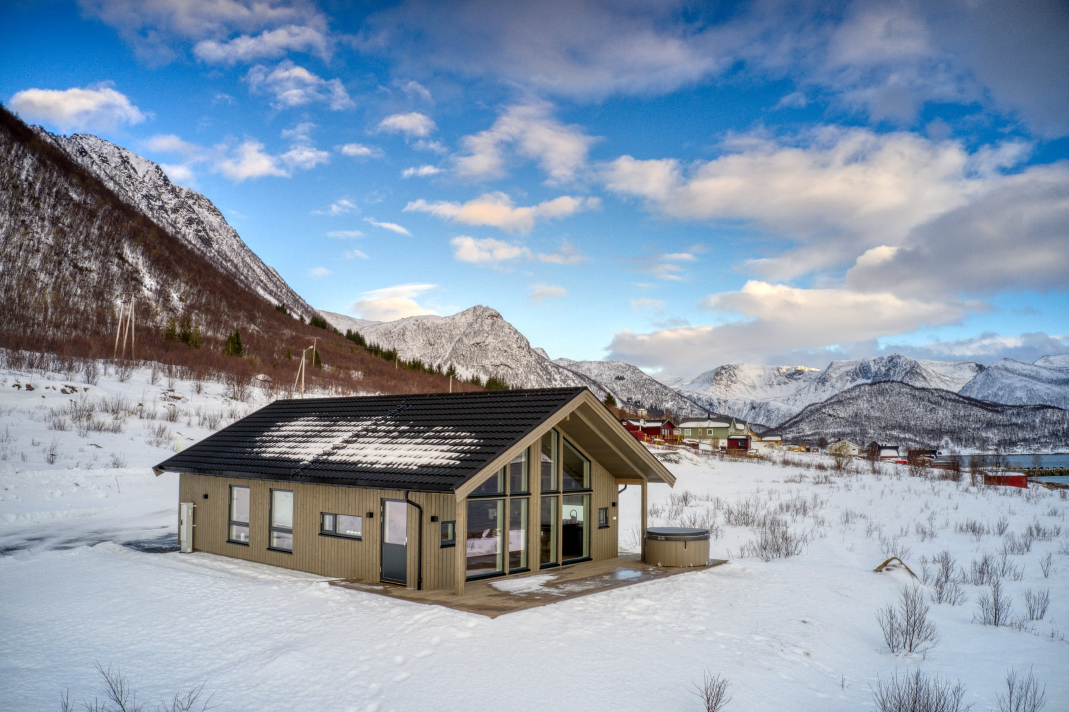 Natural landscape, Cloud, Sky, Mountain, Snow, Property, Building, Slope, House, Wood