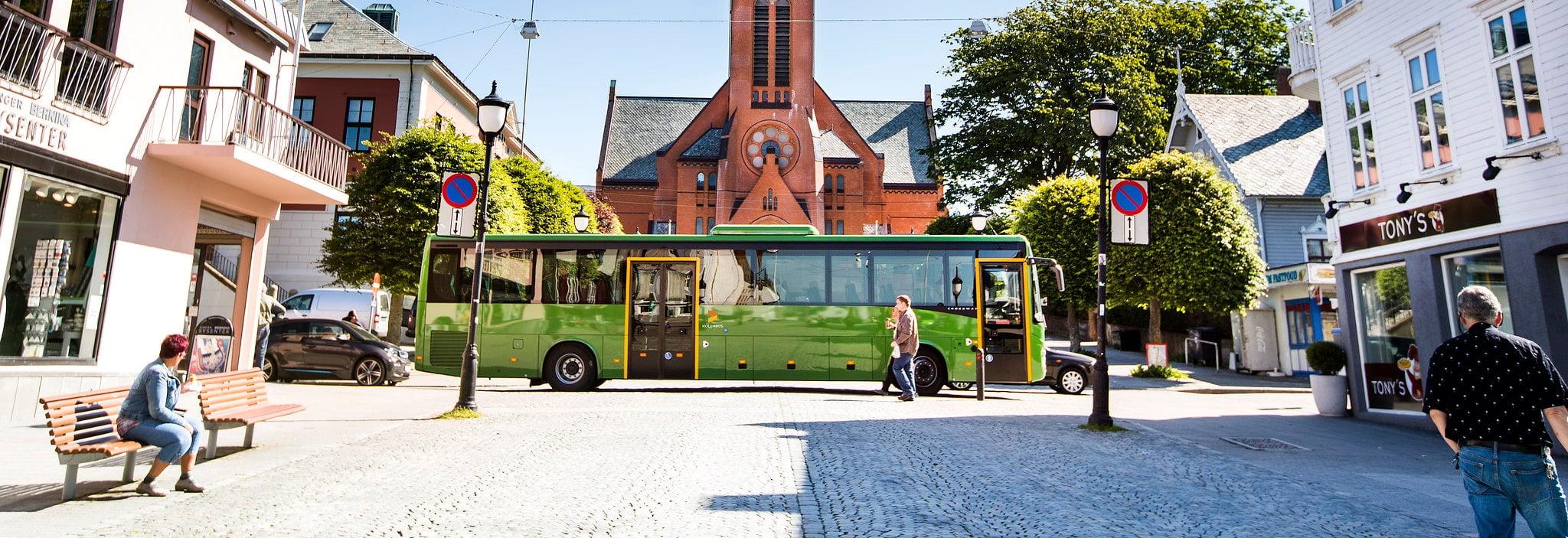 Automotive parking light, Mode of transport, Town, Neighbourhood, Window, Bus, Wheel