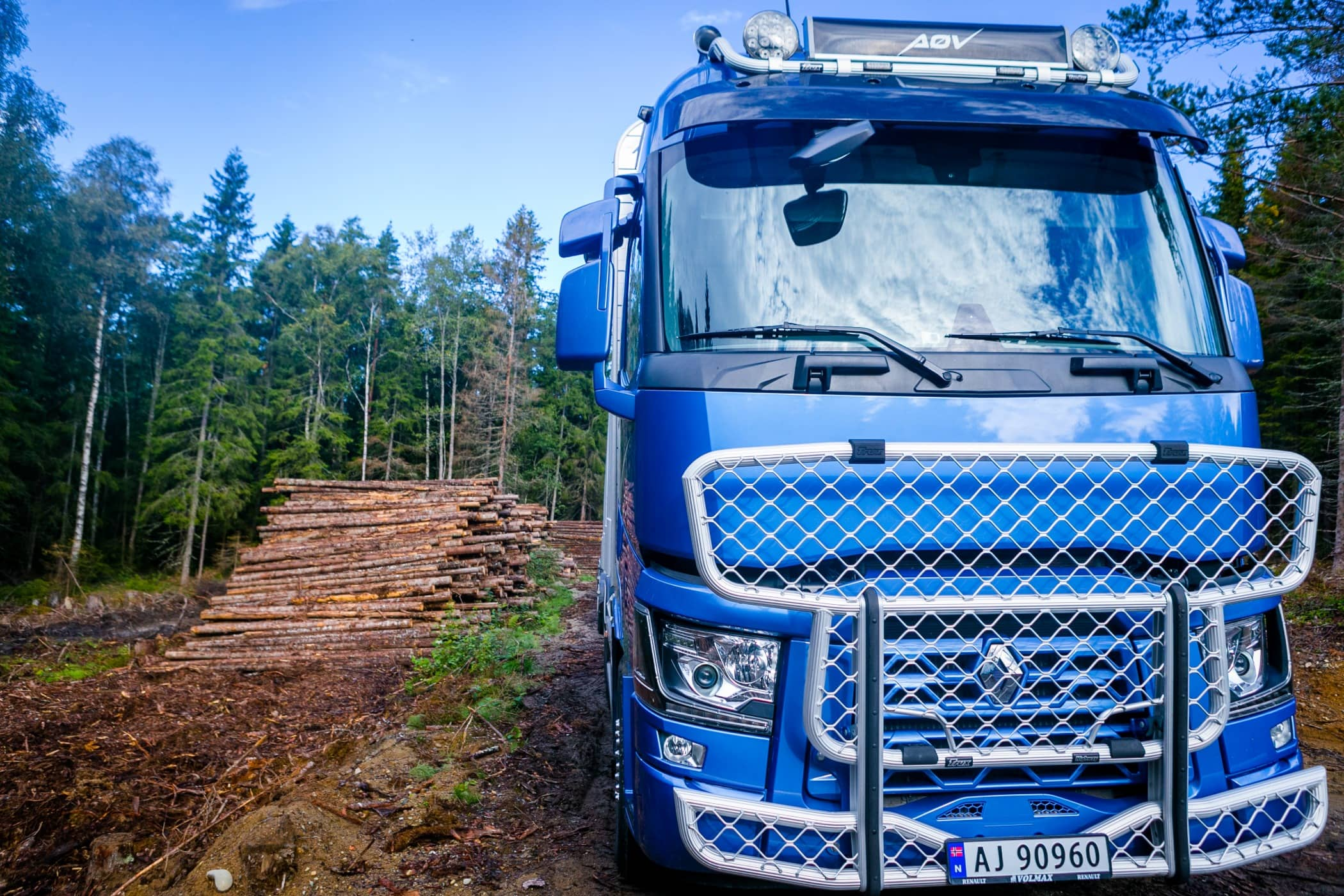 Mode of transport, Automotive tire, Commercial vehicle, Blue, Nature, Truck