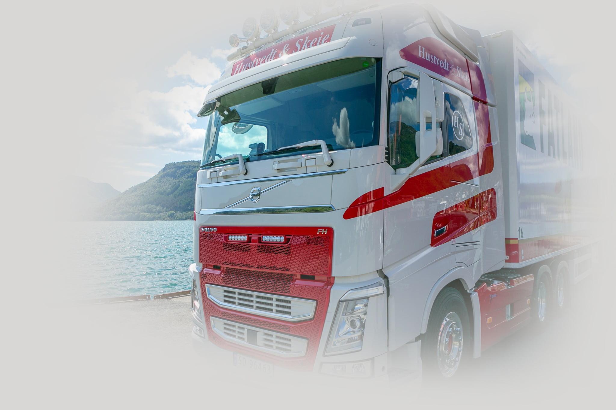 Vehicle registration plate, Automotive tire, Windscreen wiper, Truck, Sky, Water, Bumper, Wheel