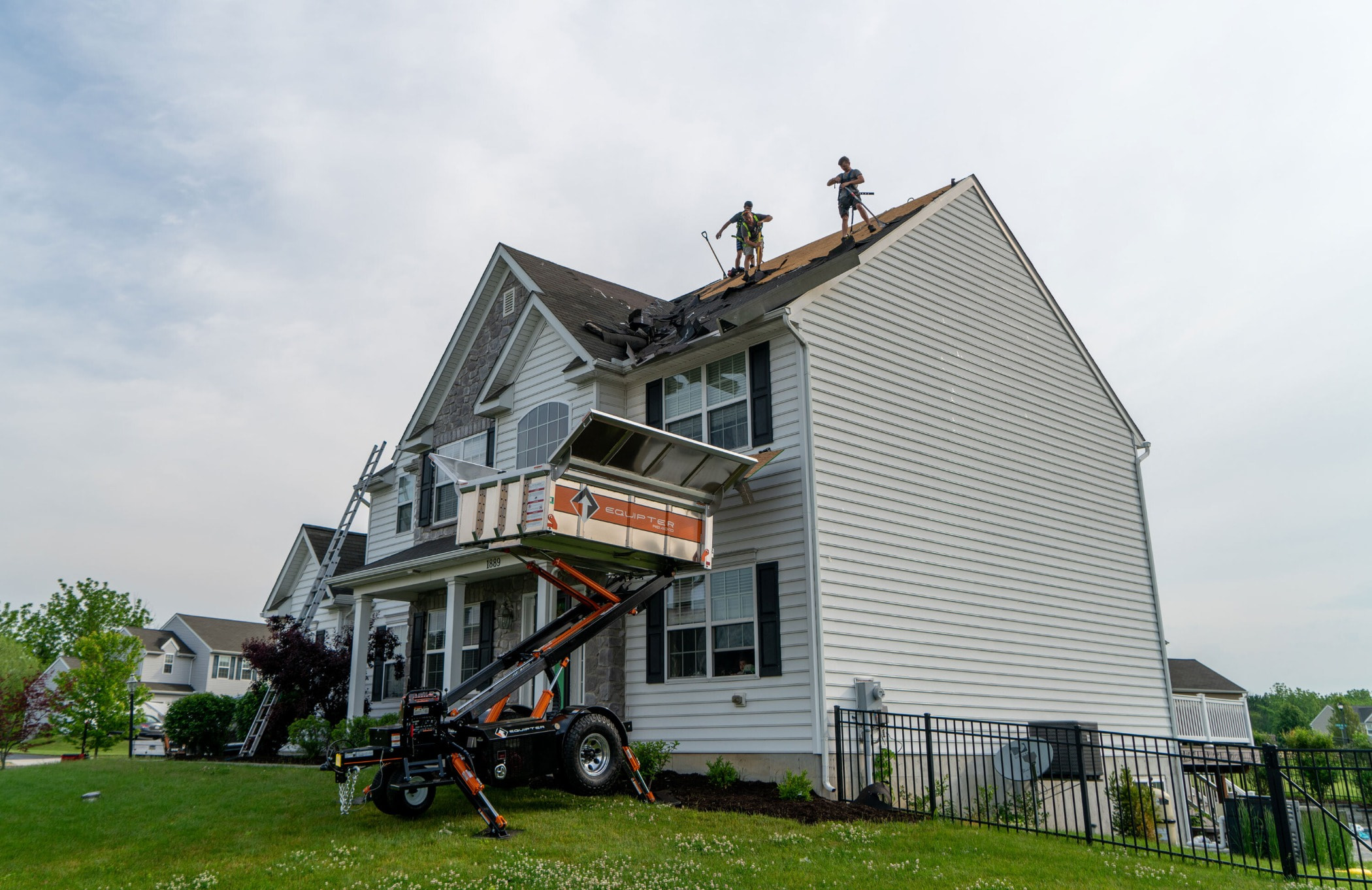 Architecture, Farmhouse, Building, Roof, Siding, Home, Property, House