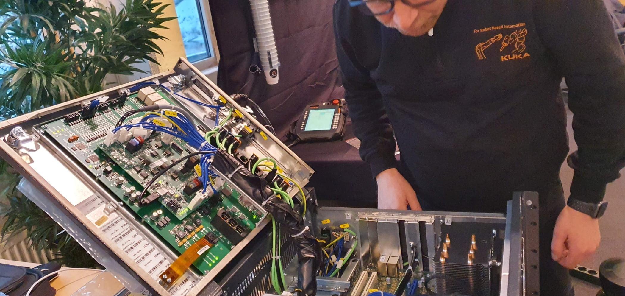 Passive circuit component, Hardware programmer, Electronic instrument, Audio equipment