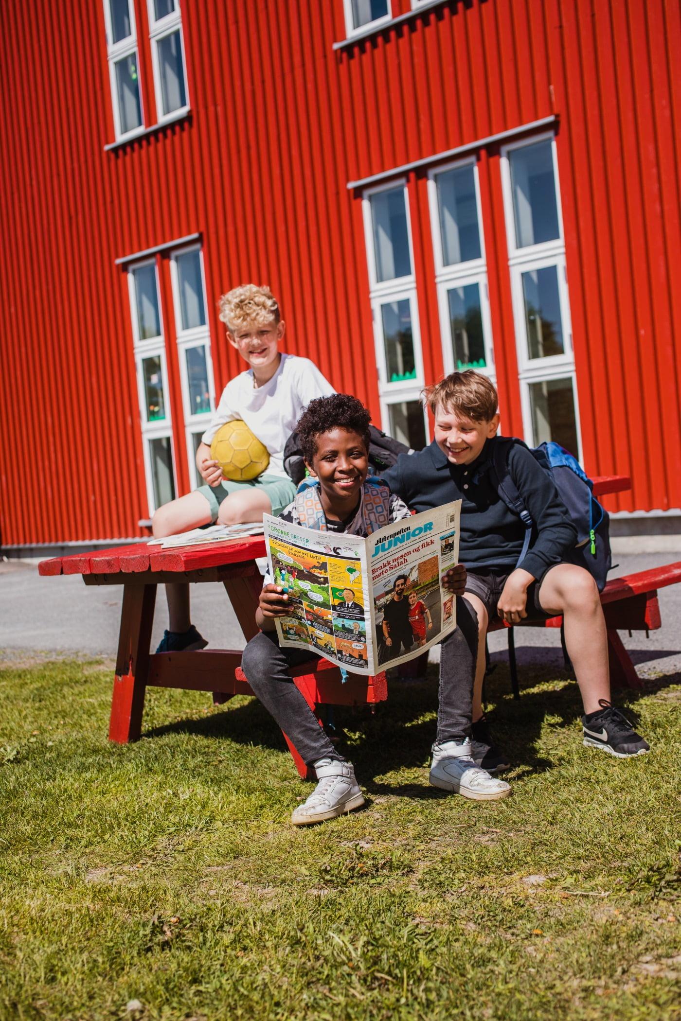 Outdoor furniture, Footwear, Jeans, Window, Shorts, Table, Grass, Leisure, Fun, Community