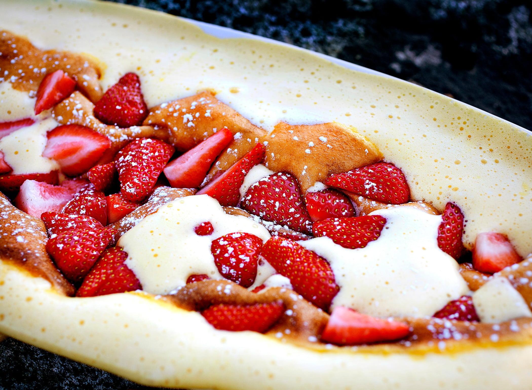 Baked goods, Natural foods, Food, Fruit, Strawberry, Ingredient, Recipe, Cuisine, Strawberries, Cream
