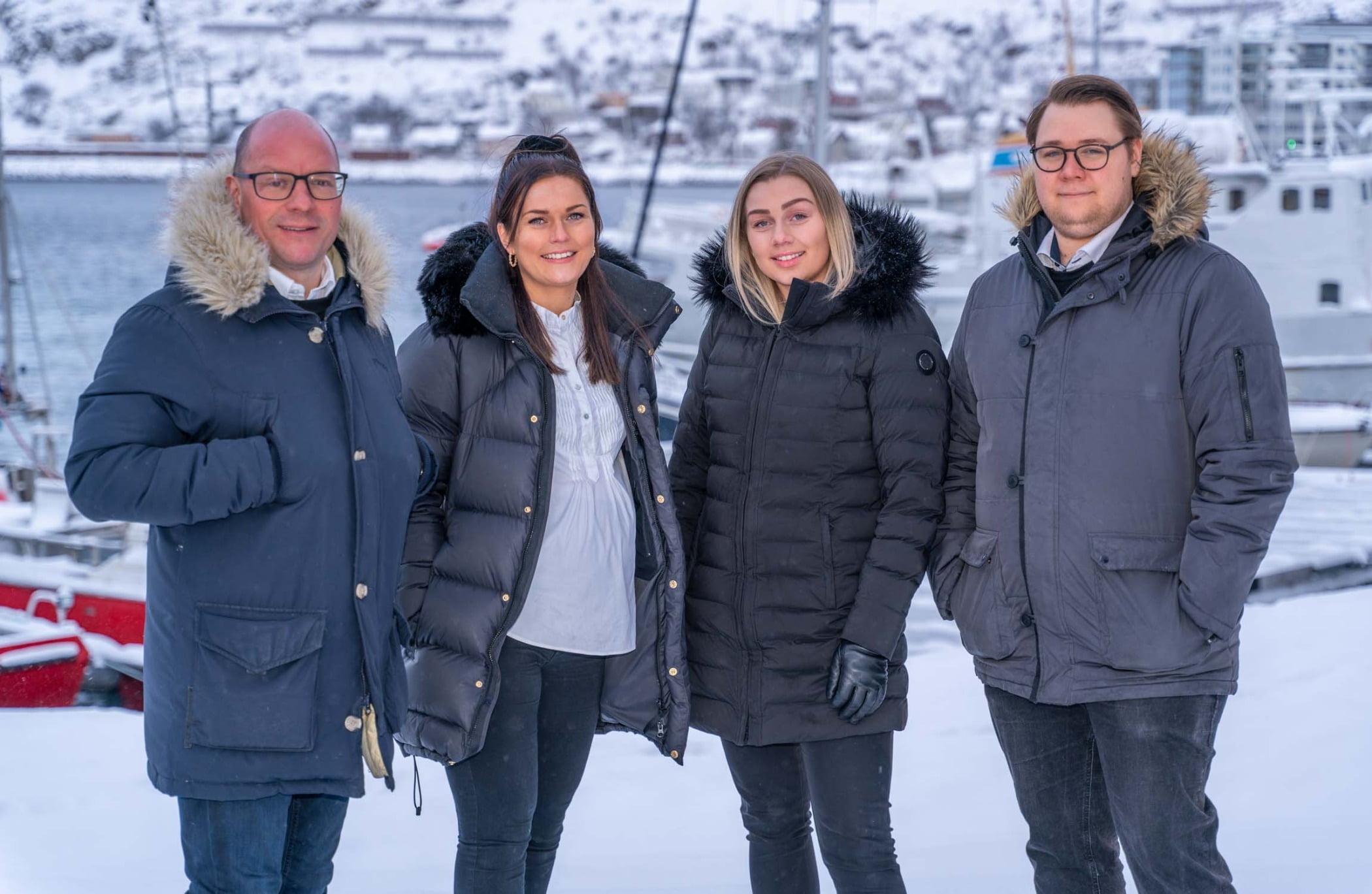 Social group, Smile, Snow, Standing, Fun, Jacket, Freezing