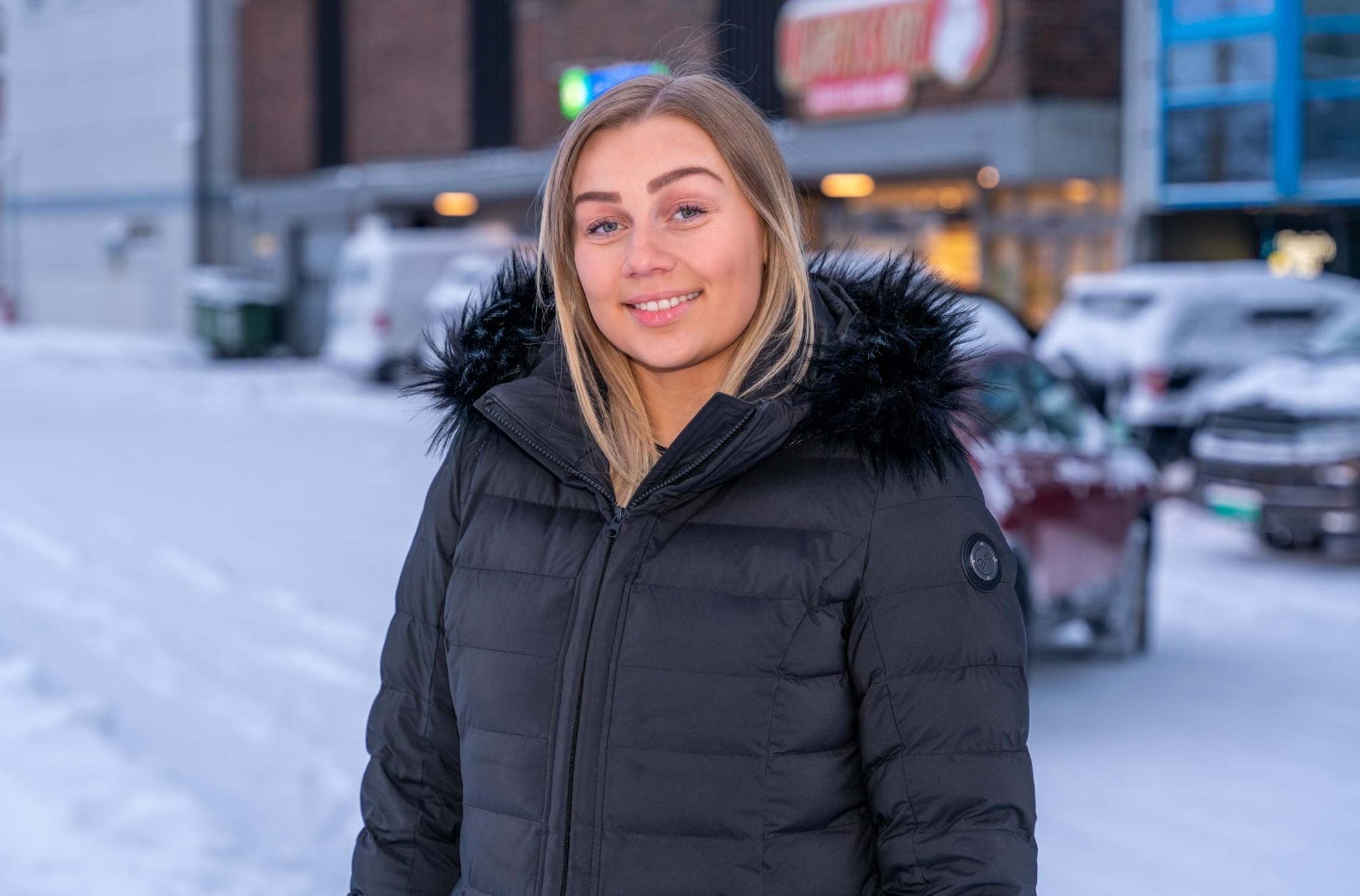 Street fashion, Flash photography, Smile, Snow, Sleeve, Tire, Wheel, Freezing, Jacket