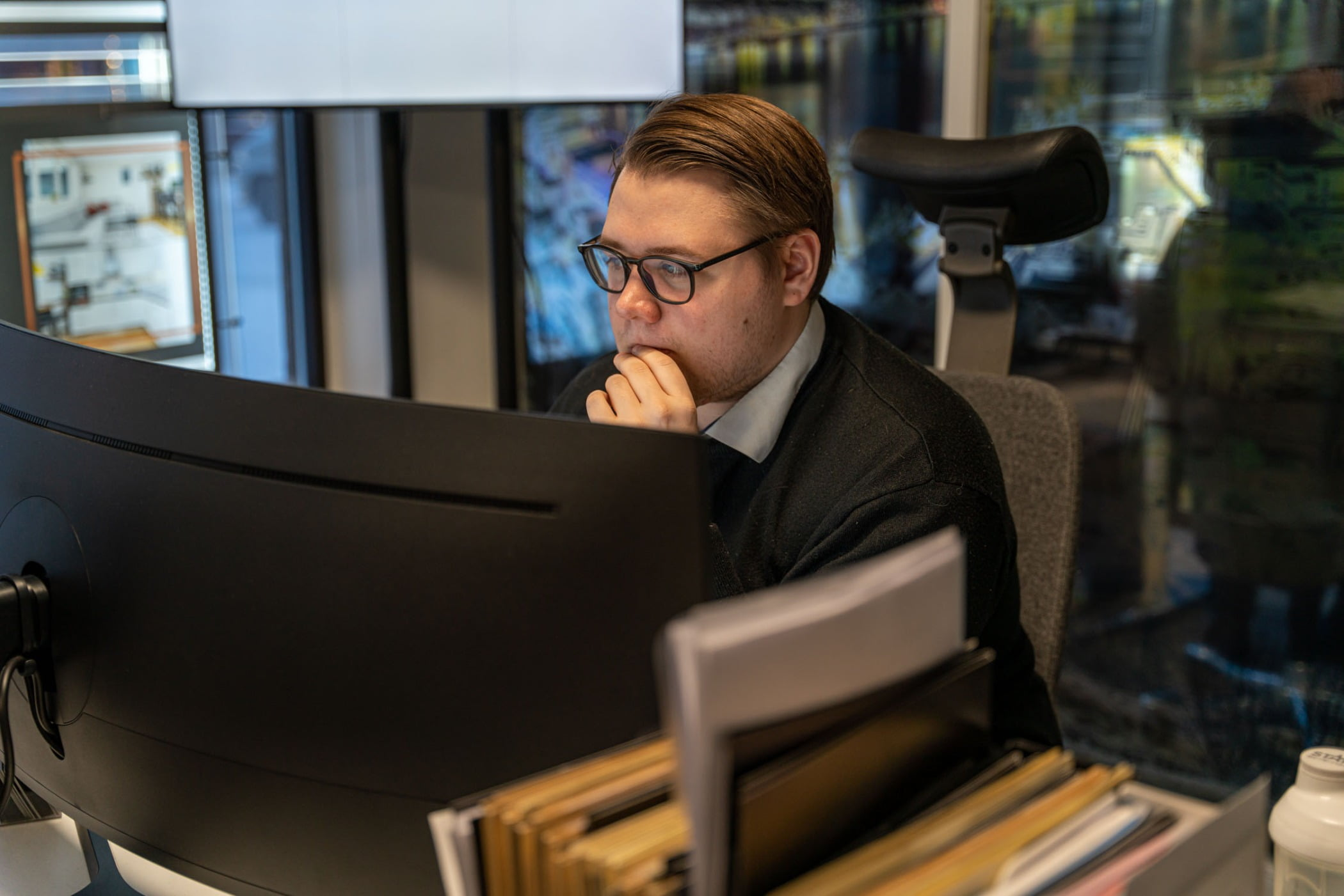 Personal computer, Output device, Automotive design, Glasses, Suit