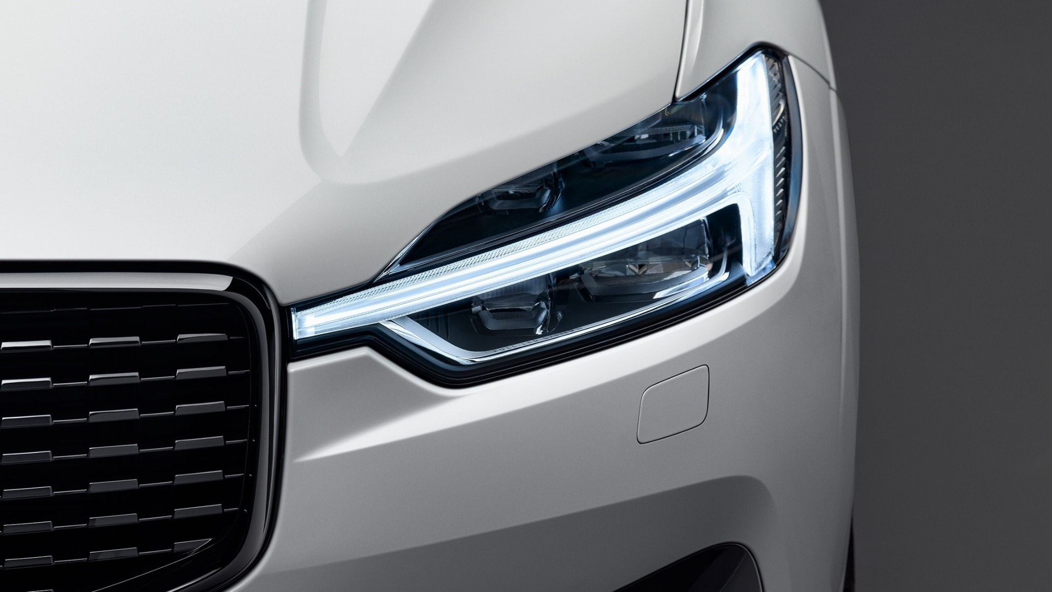 Luxury vehicle, Automotive lighting, Grille, Light, White, Headlamp, Car