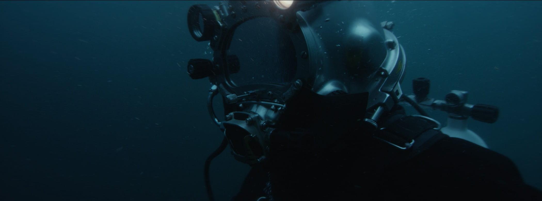 Underwater diving, Automotive lighting, Water, Divemaster, Fluid, Aquanaut