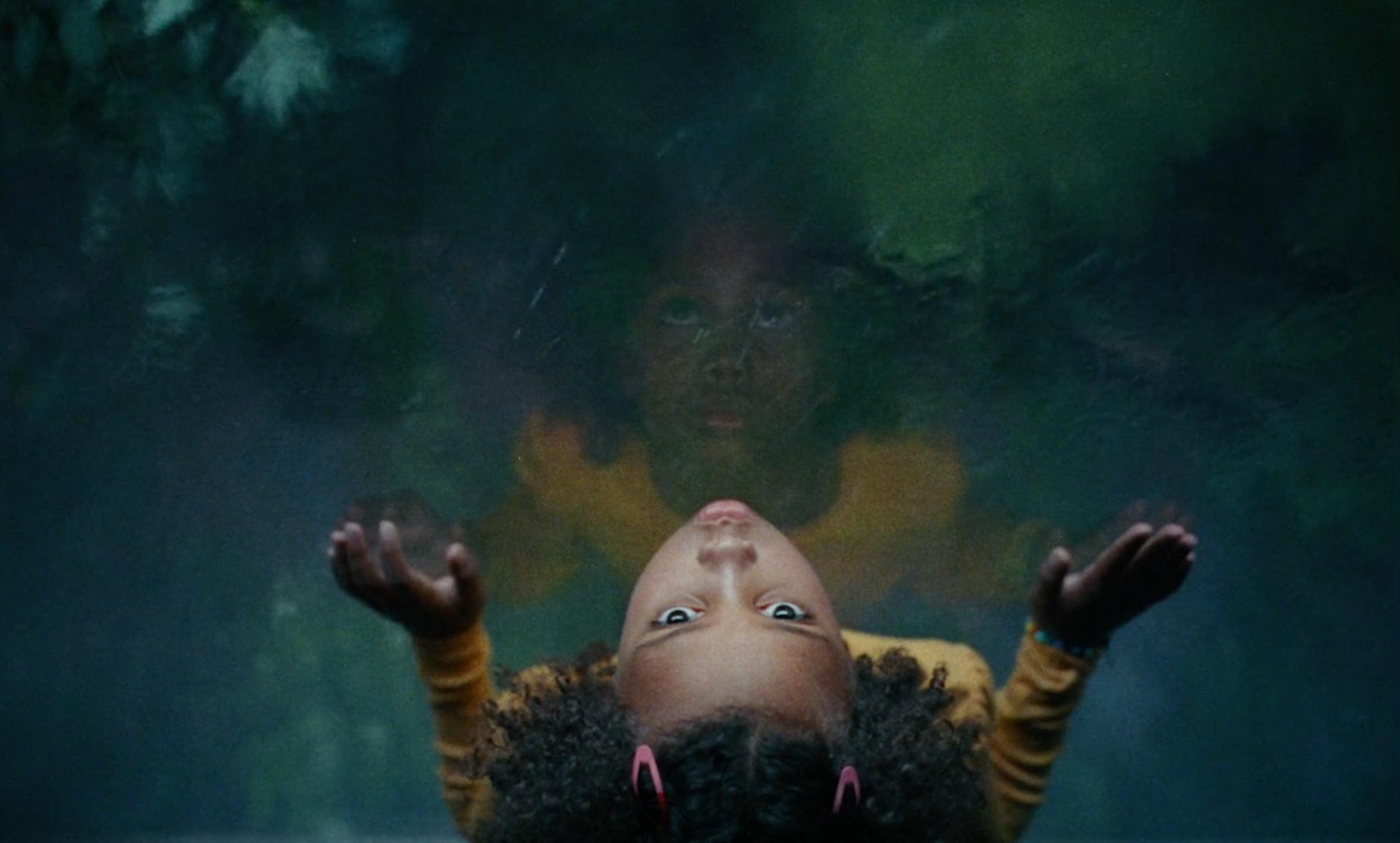 Cloud, Sky, Plant, Organism, Gesture, Happy, Underwater, Tree