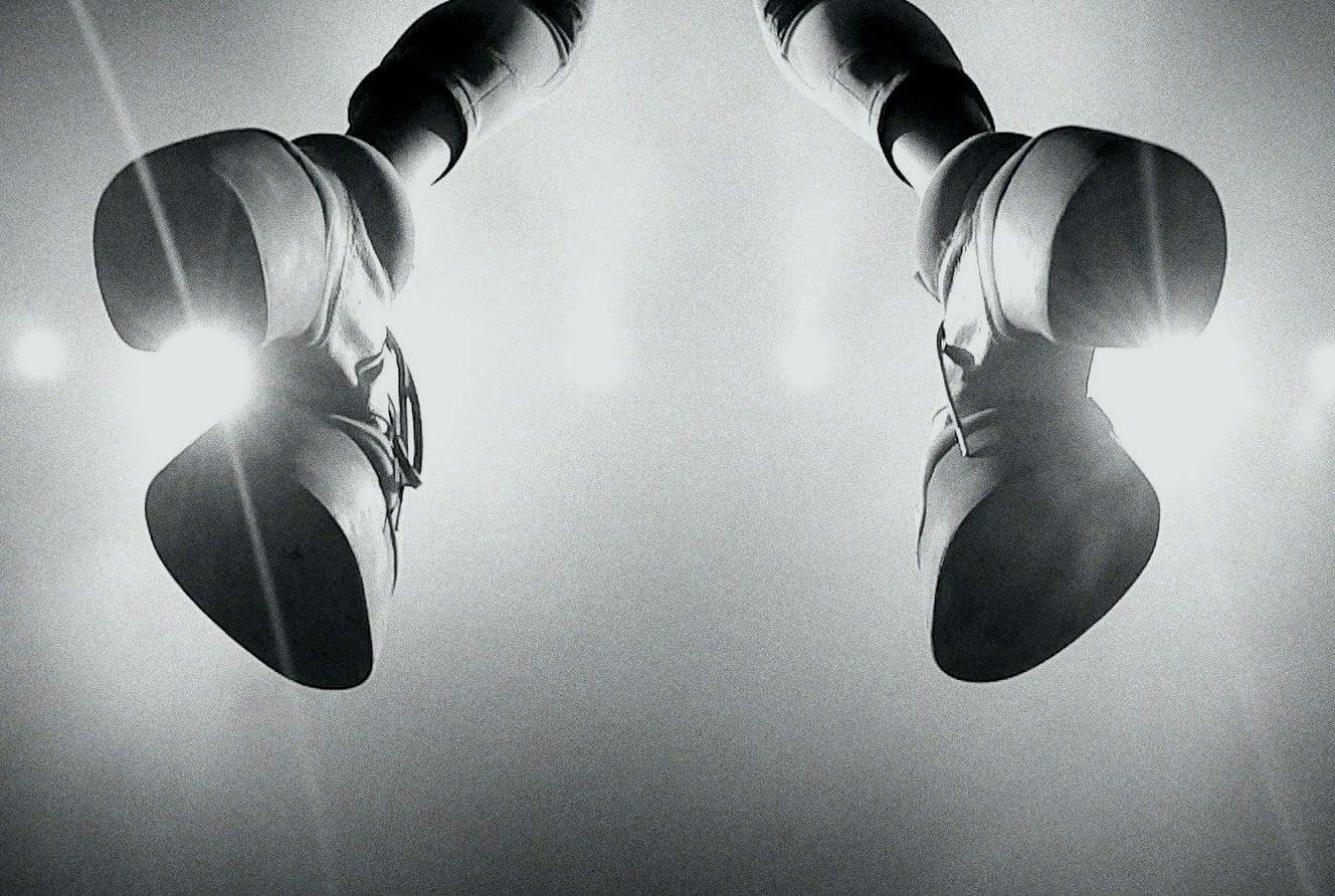 Flash photography, Audio equipment, Arm, White, Light, Black, Lighting, Gesture, Style
