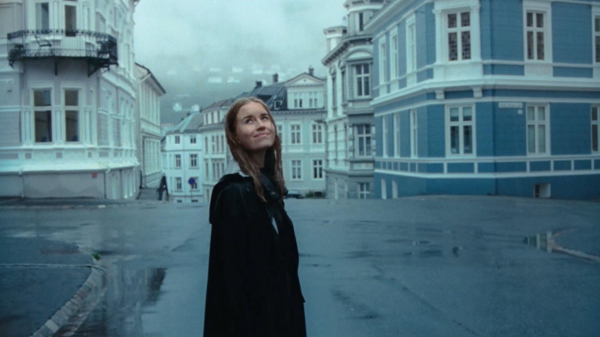 Flash photography, Street fashion, Daytime, Window, Building, Human, Sky, Grey