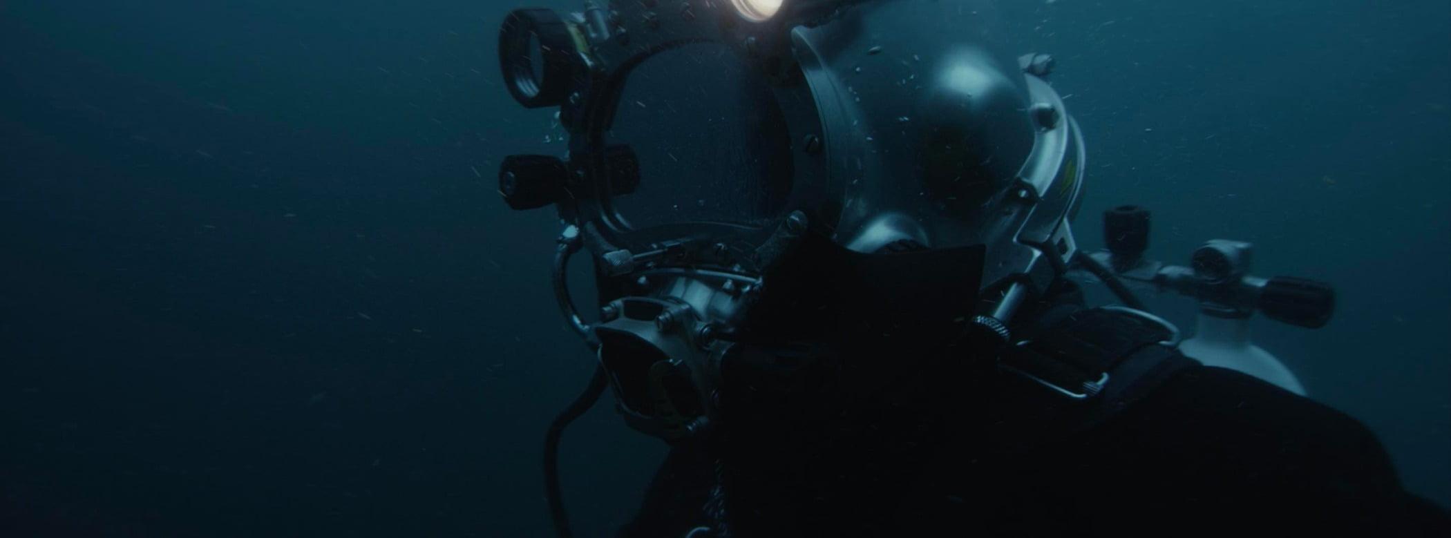 Underwater diving, Outdoor recreation, Dry suit, Water, Divemaster, Fluid, Organism