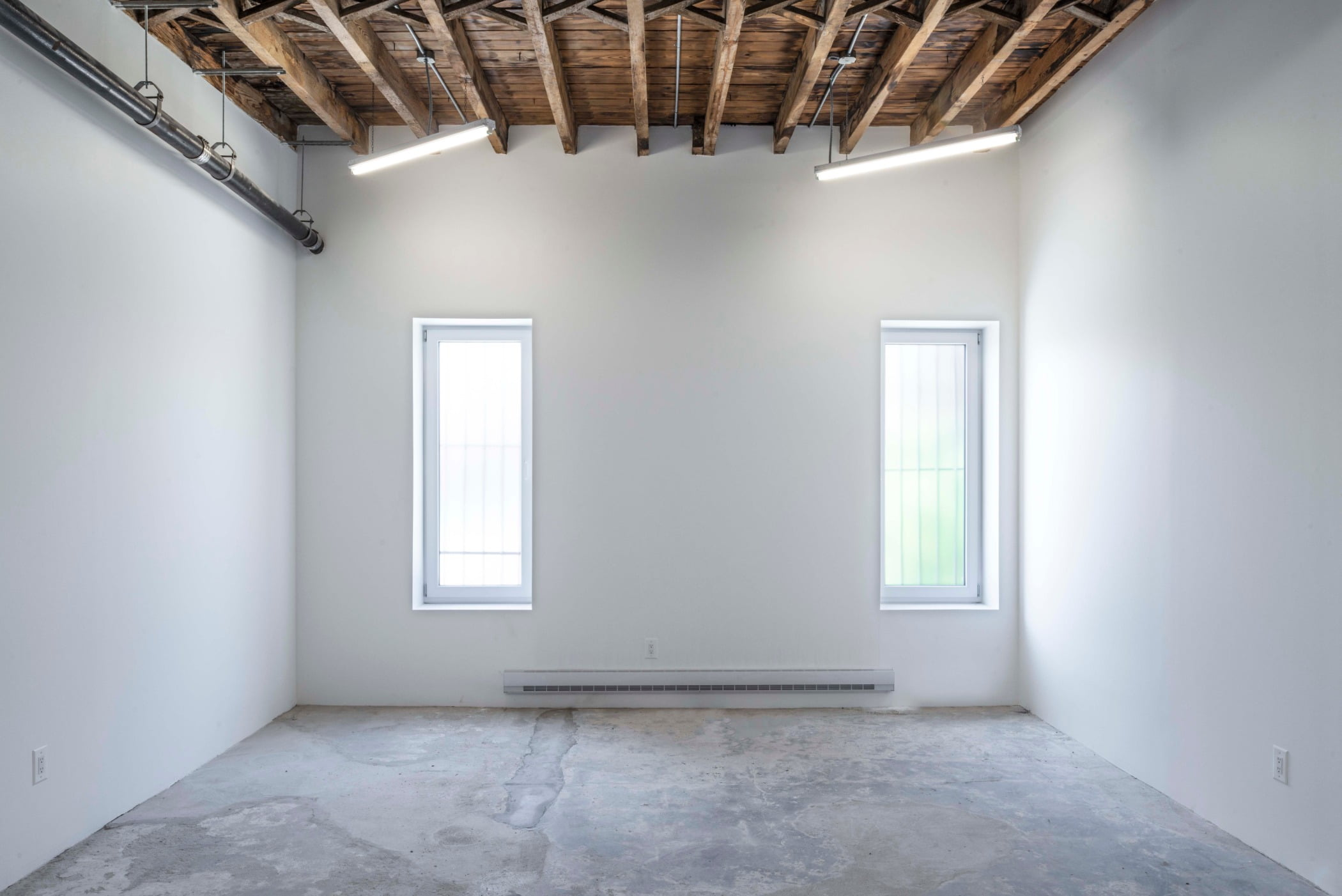 Interior design, Daytime, Building, Window, Fixture, Wood, Architecture, Hall, Floor, Flooring