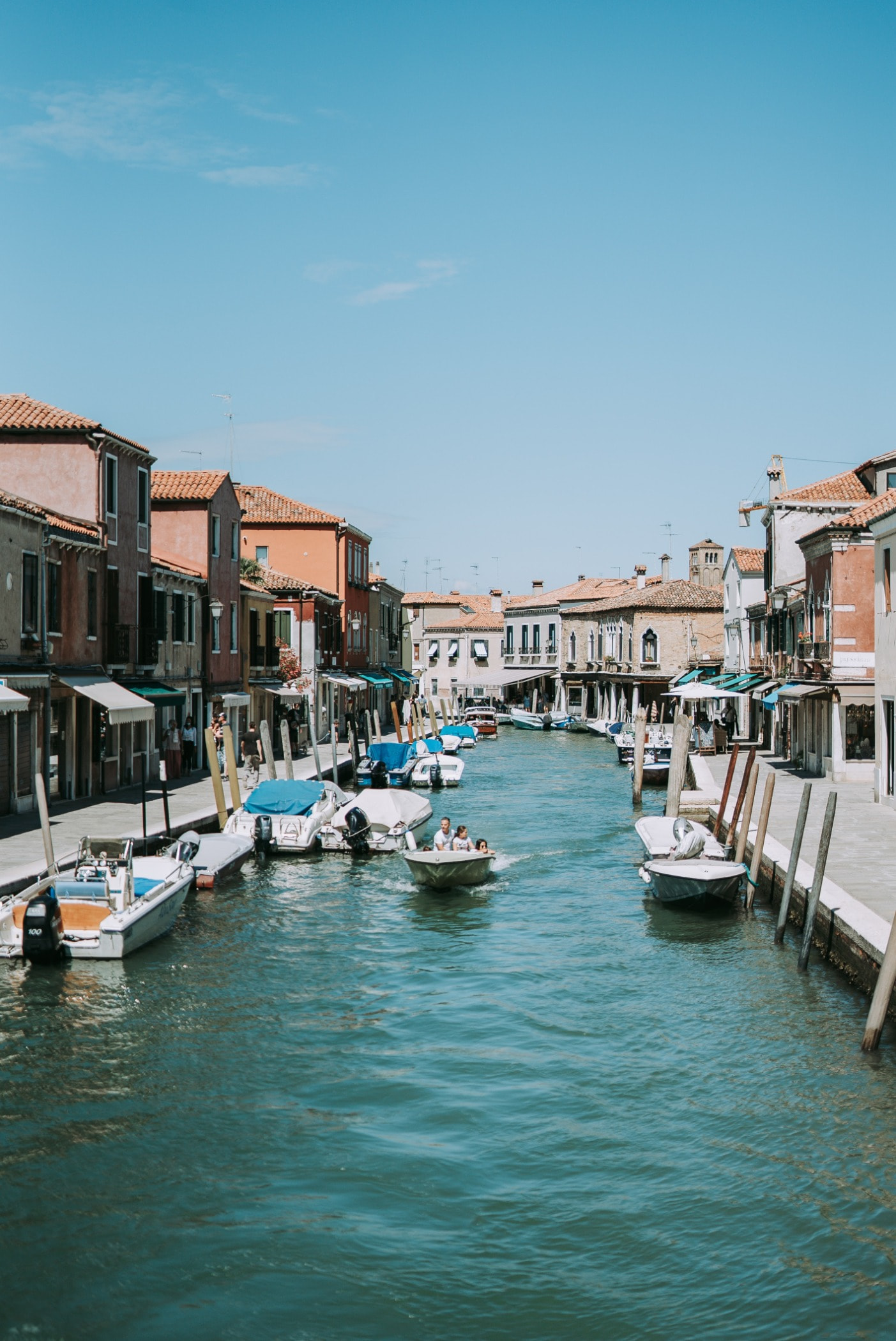 Body of water, Vacation, Sky, Town, Channel, Boat, Waterway, Canal
