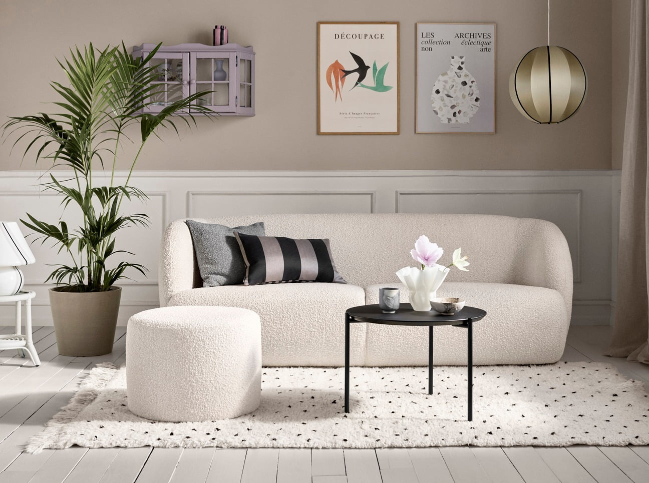 Picture frame, Plant, Furniture, Couch, Property, White, Comfort, Table, Green, Rectangle