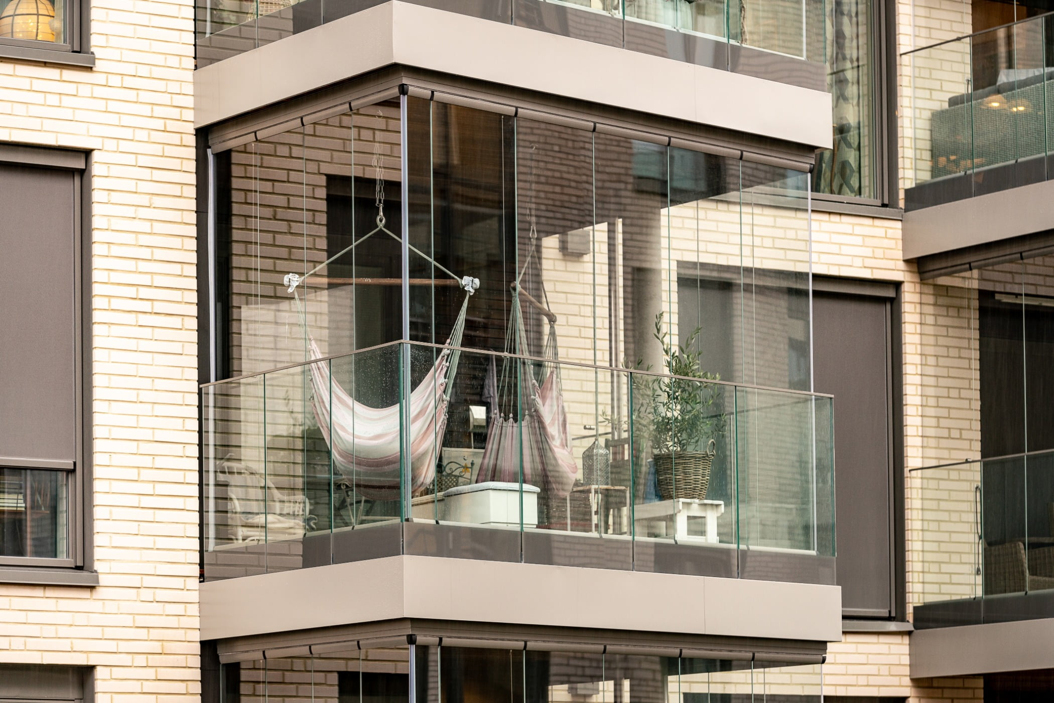 Urban design, Tower block, Residential area, Property, Building, Window, Architecture, Condominium, Line, Fixture