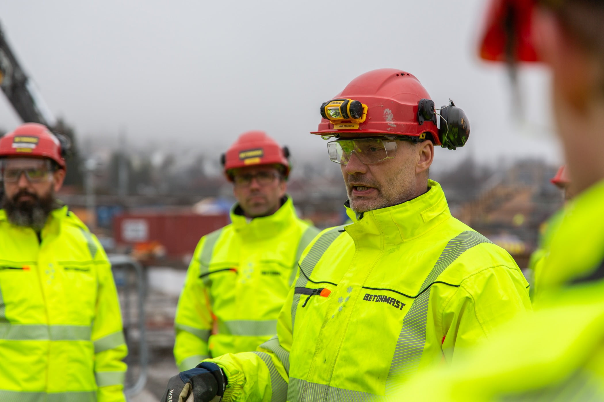 Hard hat, High-visibility clothing, Blue-collar worker, Workwear, Helmet, Plant, Engineer, Tree