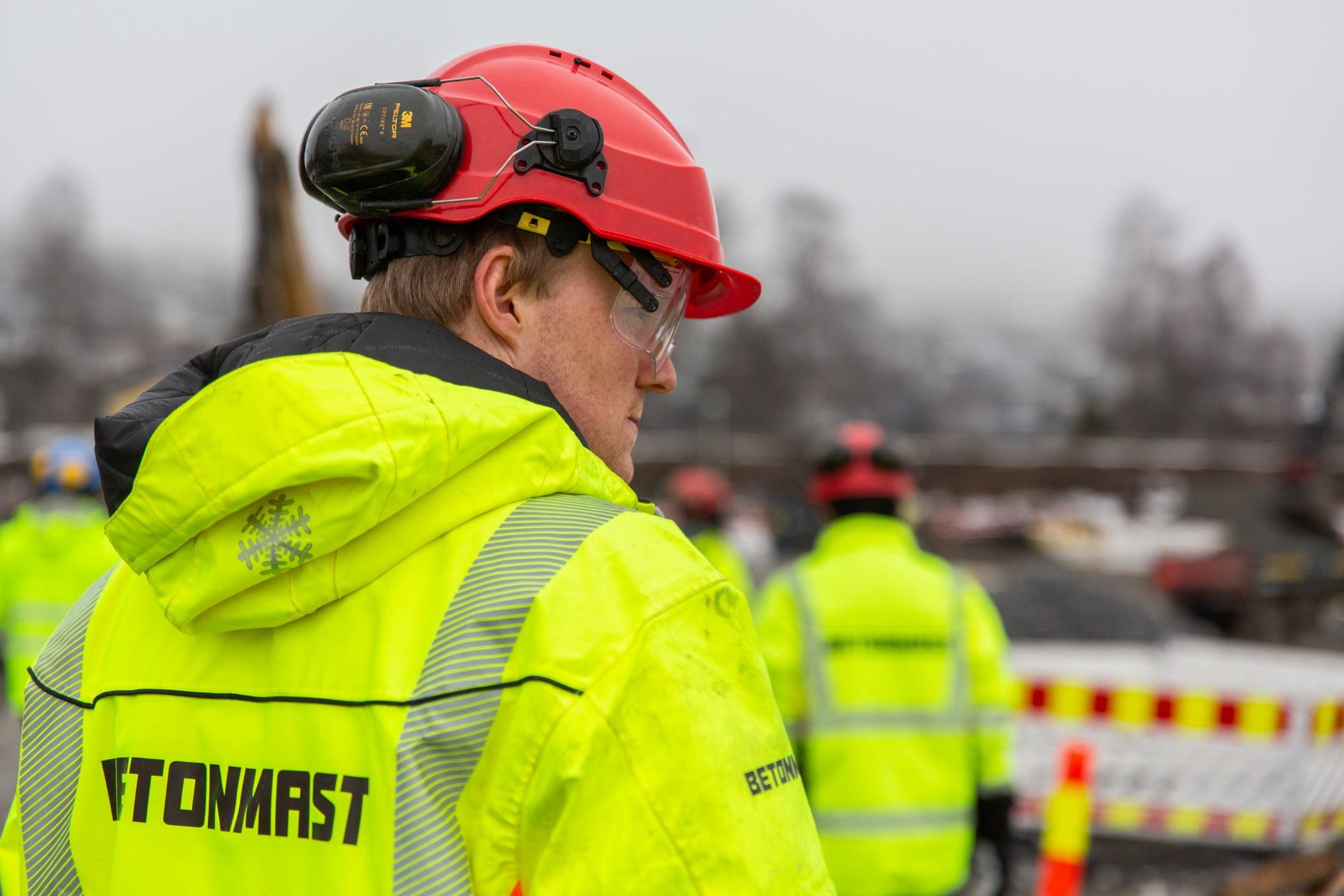 High-visibility clothing, Hard hat, Motor vehicle, Helmet, Workwear, Sunglasses, Goggles