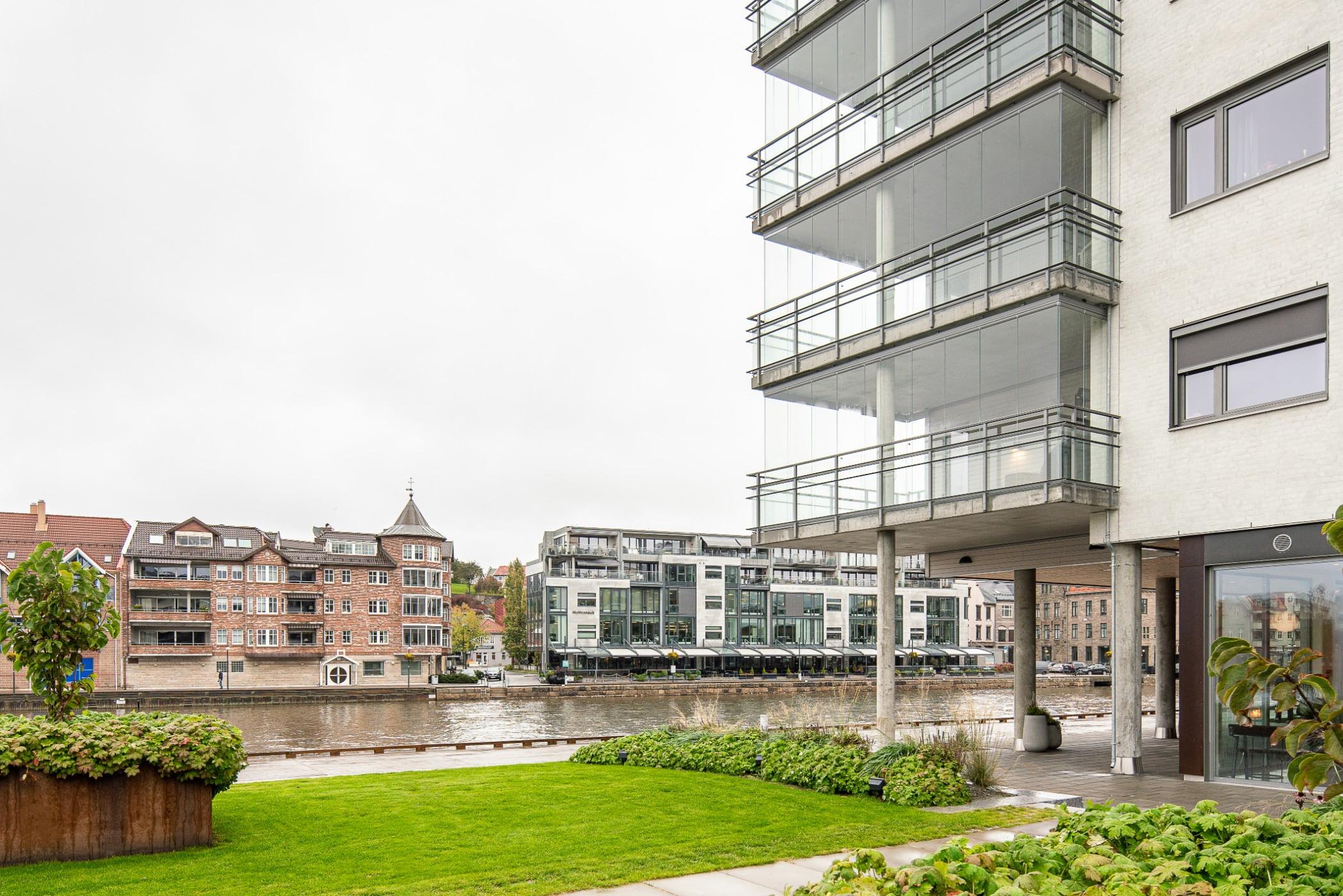 Urban design, Residential area, Plant, Sky, Building, Architecture, Condominium, Grass