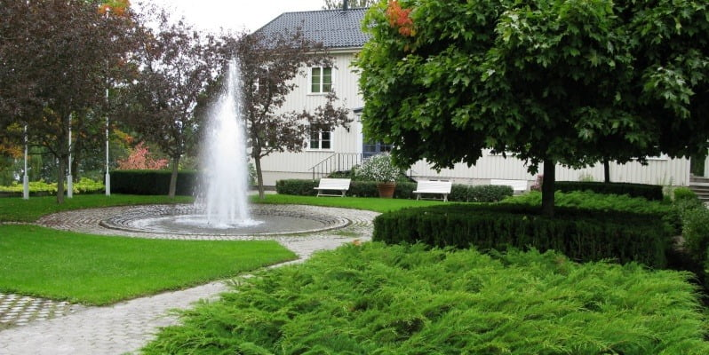 Real estate, Water feature, Groundcover, Lawn, Garden, Fountain, Shrub, Green, Plant, Grass