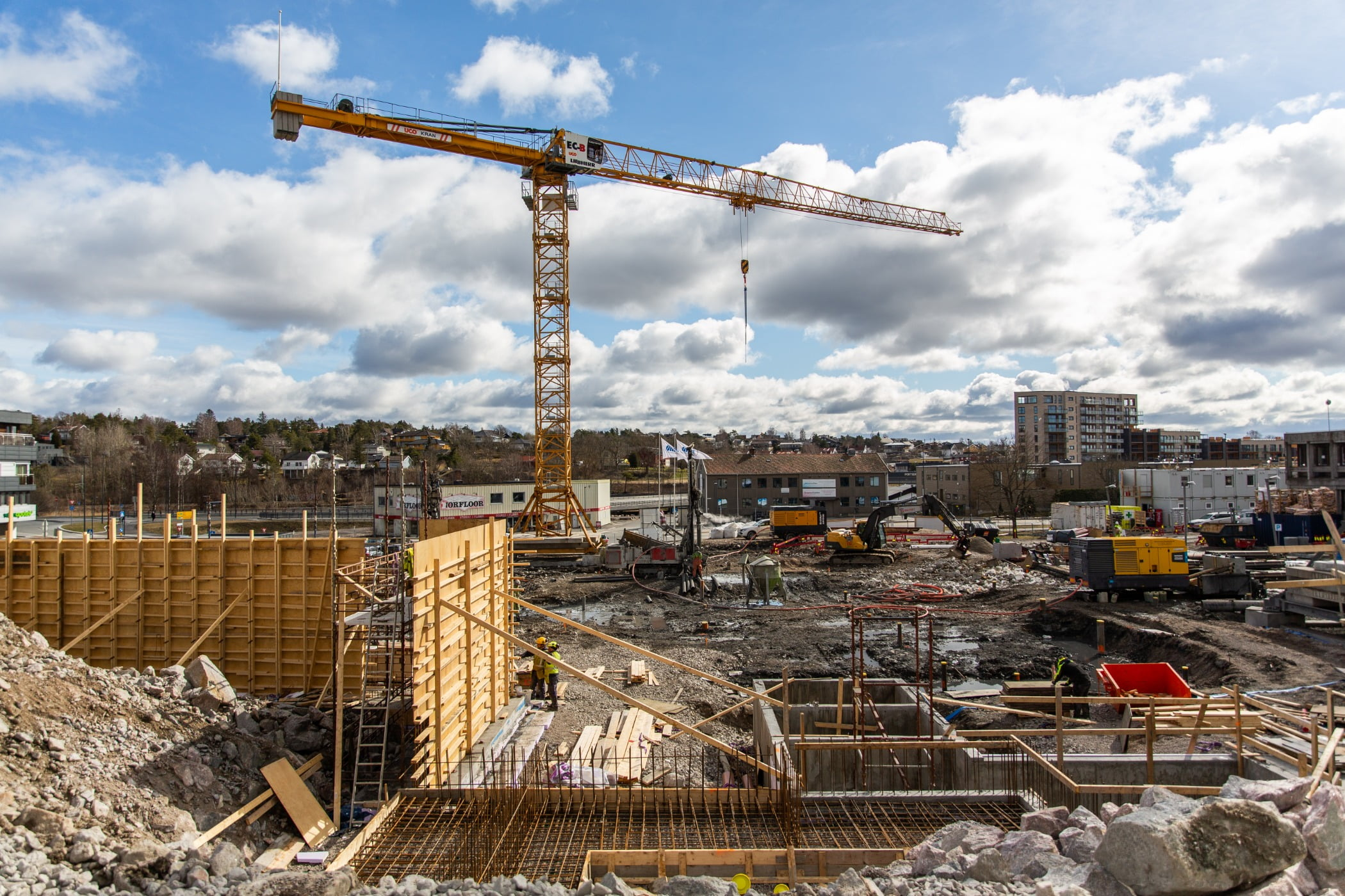 Urban design, Composite material, Tower block, Cloud, Sky, Building, Condominium