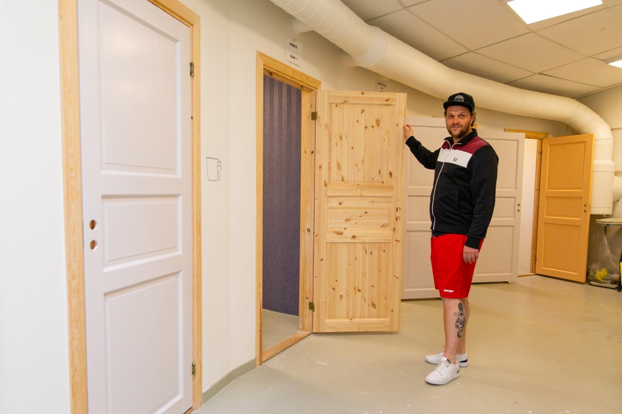 Interior design, Dead bolt, Shorts, Property, Door, Fixture, Wood, Standing, Floor, Flooring