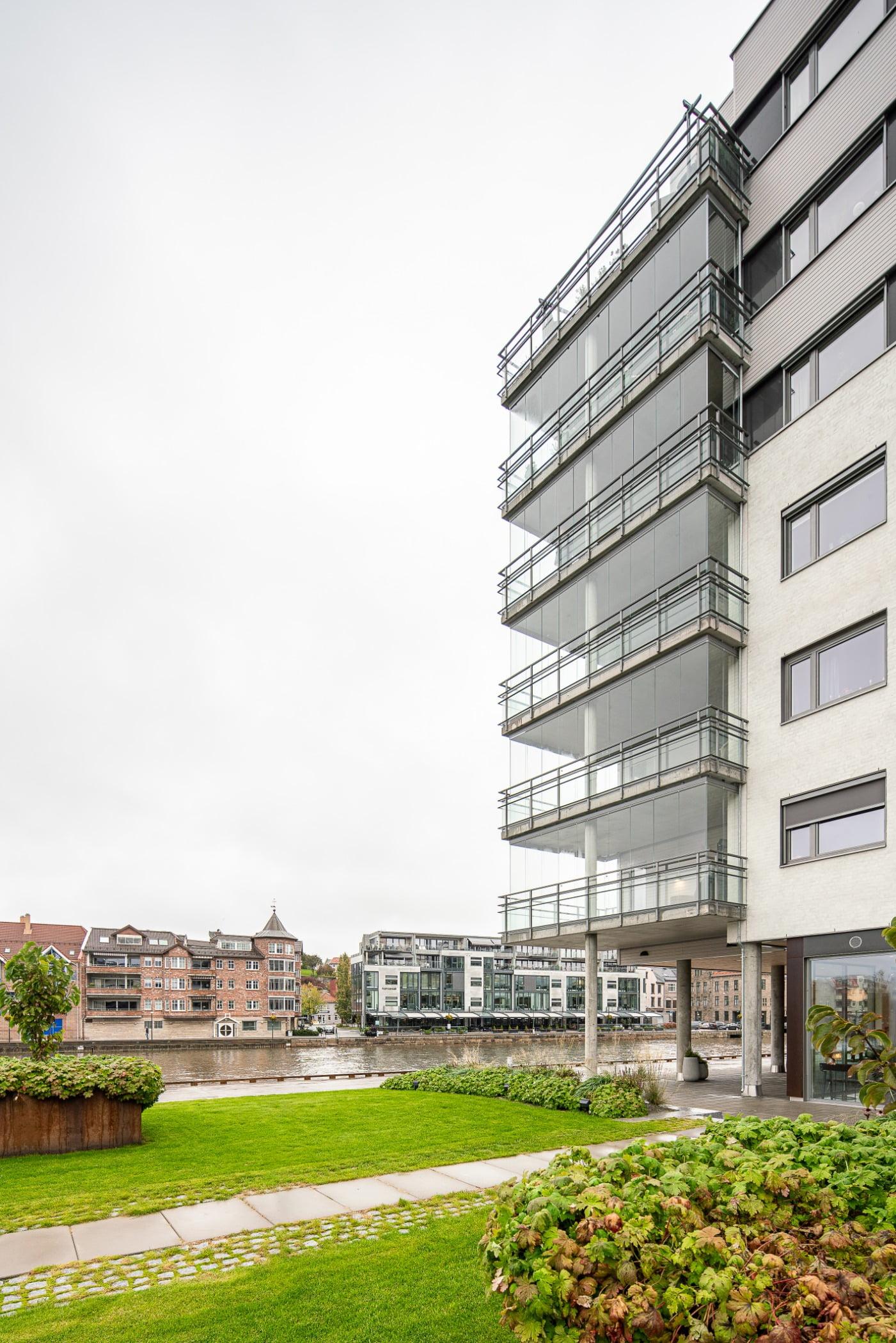 Urban design, Tower block, Residential area, Plant, Building, Sky, Grass, Condominium, Neighbourhood