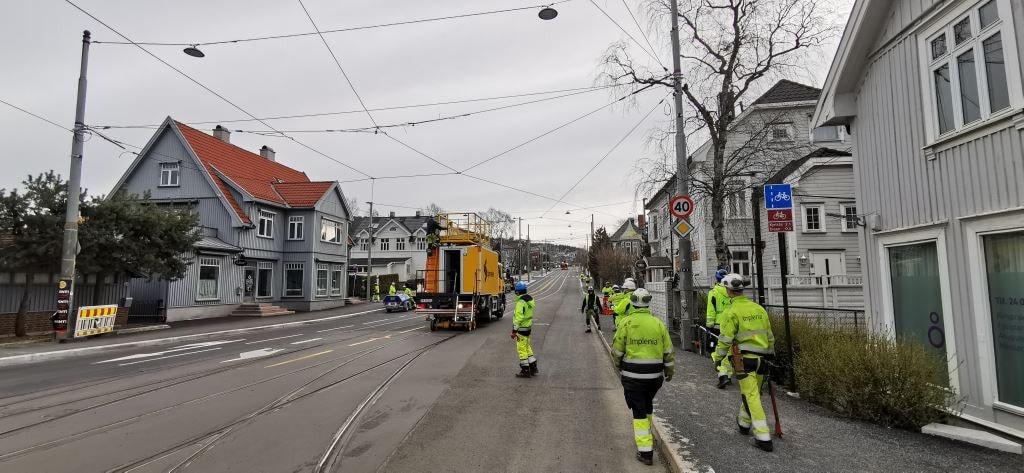 Mode of transport, Thoroughfare, Lane, Vehicle, Road, Neighbourhood, Town, Pedestrian, Asphalt