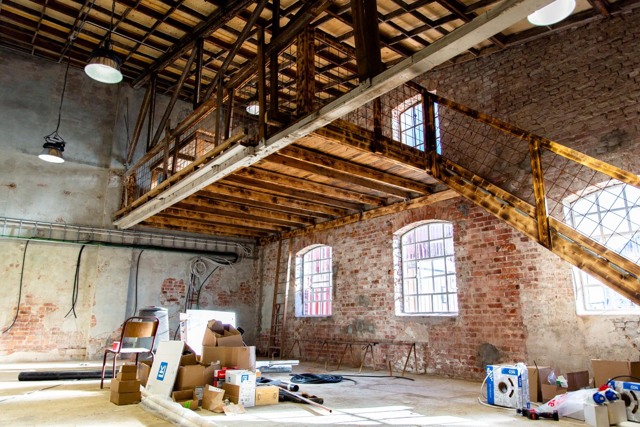 Interior design, Property, Window, Blue, Wood, Lighting, Beam, Floor, House, Wall