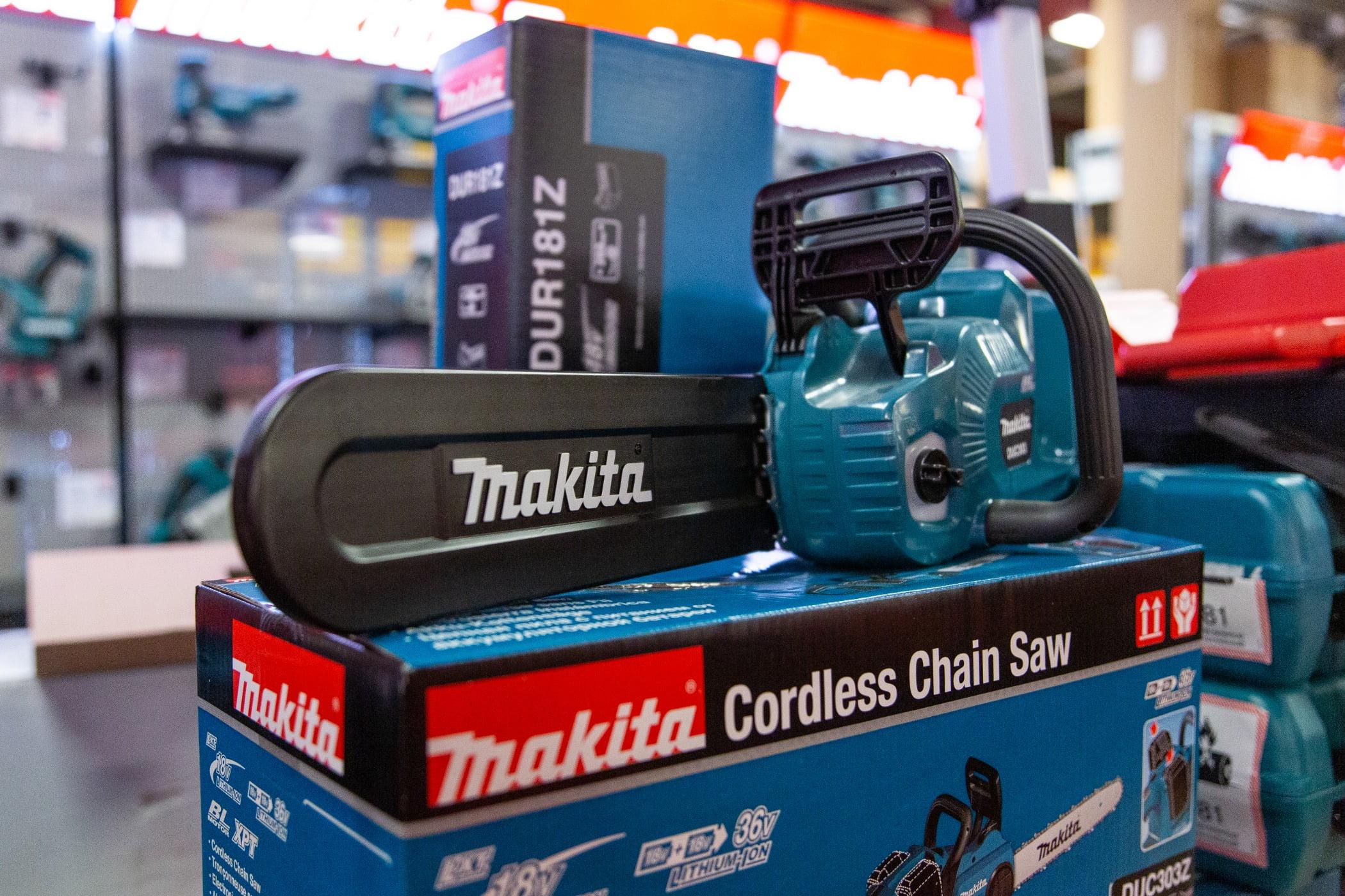 Cameras  optics, Automotive tire, Motor vehicle, Audio equipment, Bumper, Gadget