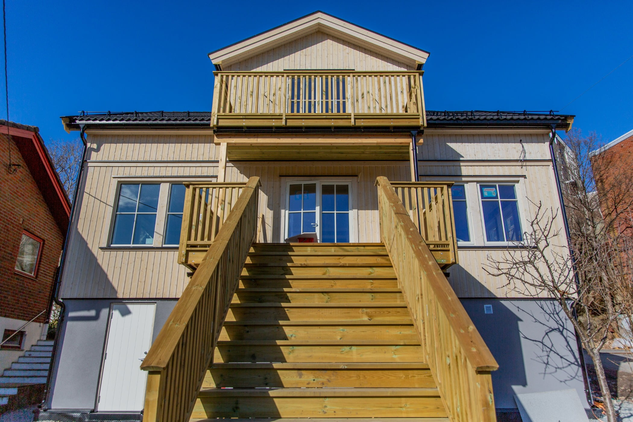 Sky, Daytime, Property, Window, Building, Fixture, Wood, House, Stairs, Neighbourhood