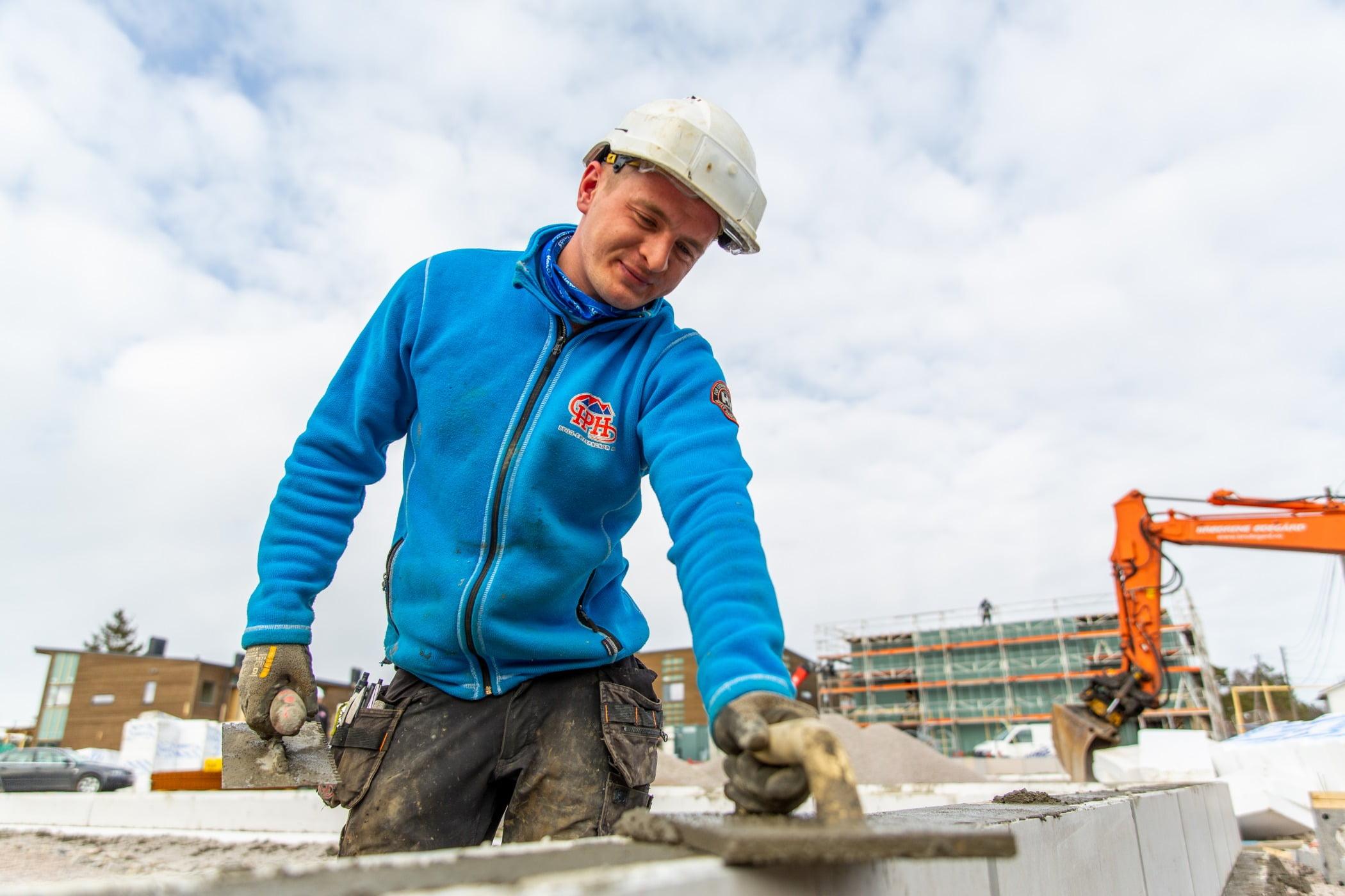 Construction worker, Sky, Cloud, Workwear, Headgear, Snow