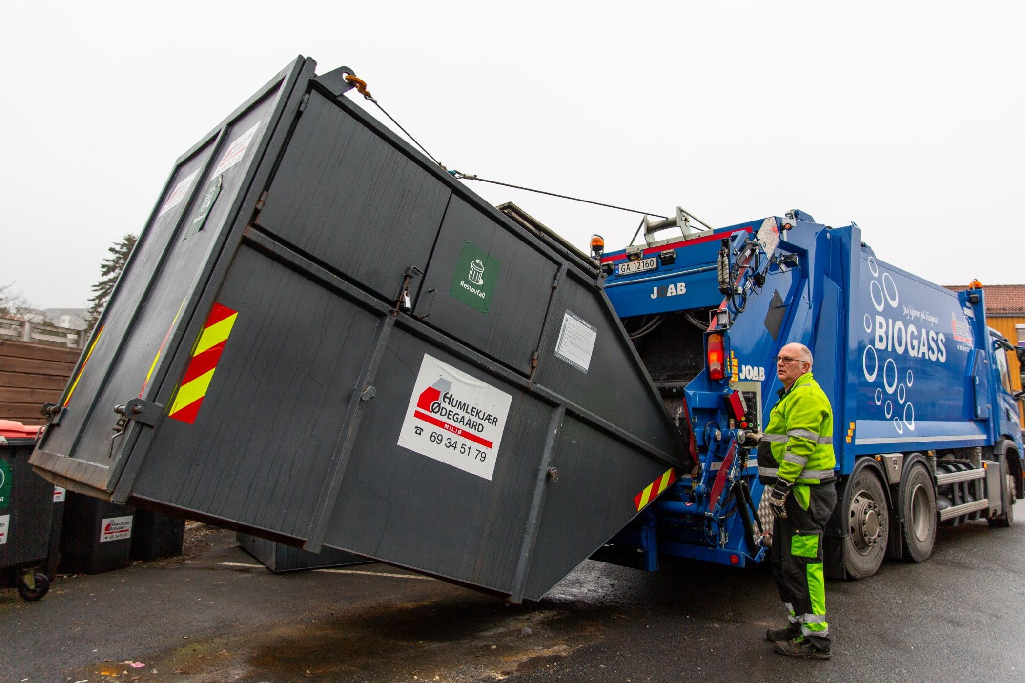 Garbage truck, Motor vehicle, Automotive tire, Road surface, Wheel, Green, Sky, Asphalt