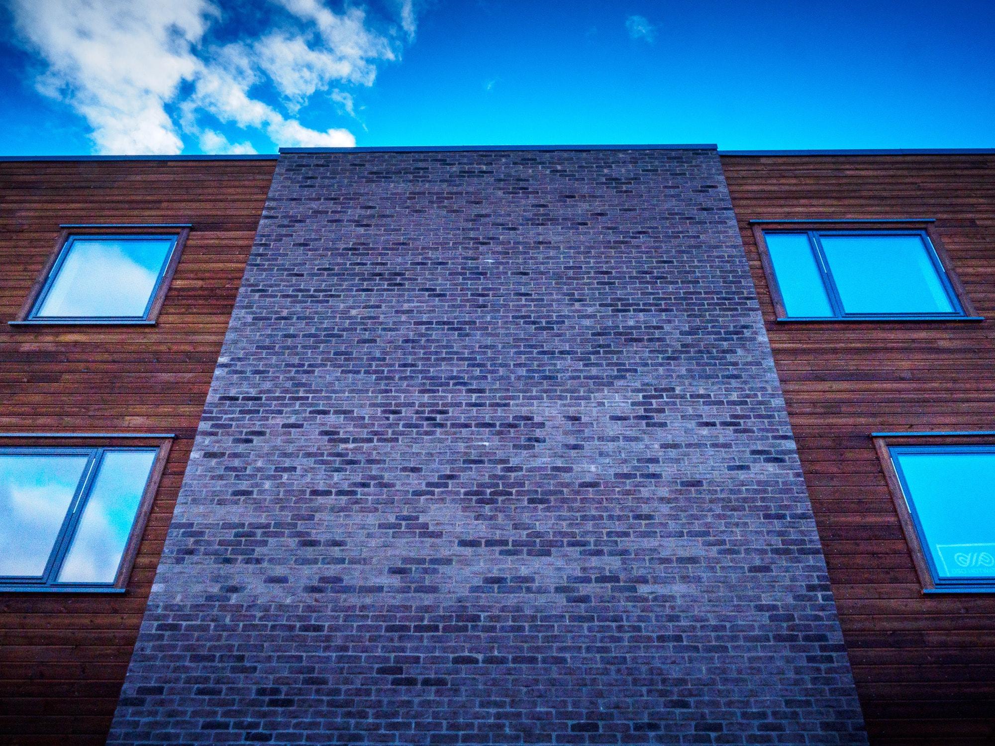 Line, Brickwork, Property, Light, Daytime, Wall, Architecture, Brick, Sky, Blue