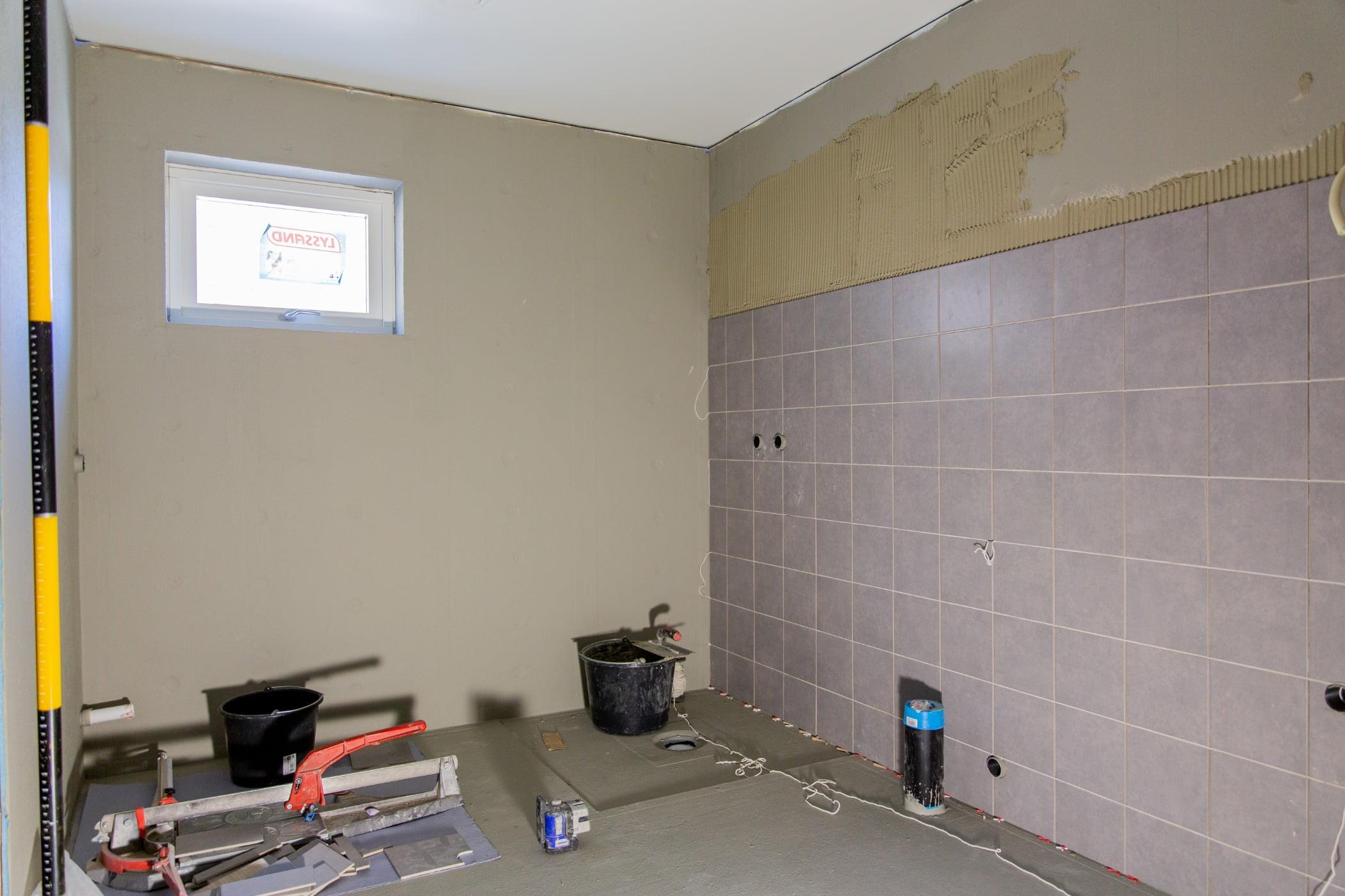 Interior design, Building, Flooring, Fixture, Floor, Paint, Wall