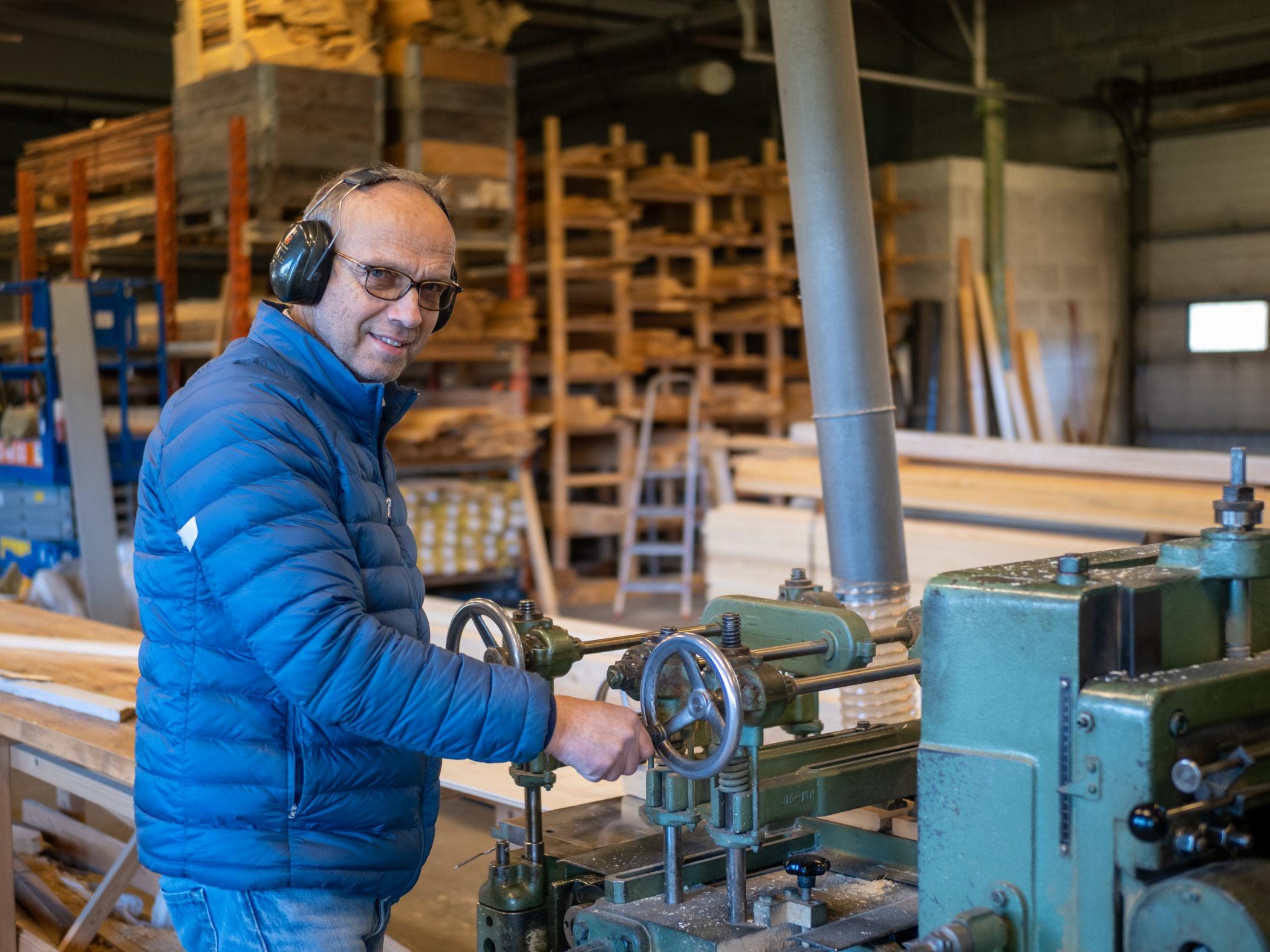 Blue-collar worker, Factory, Machine