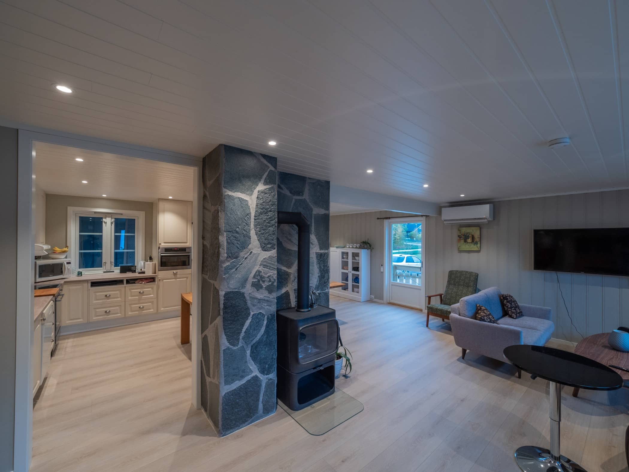Real estate, Living room, Interior design, Home, Floor, Furniture, Ceiling, Building, Property