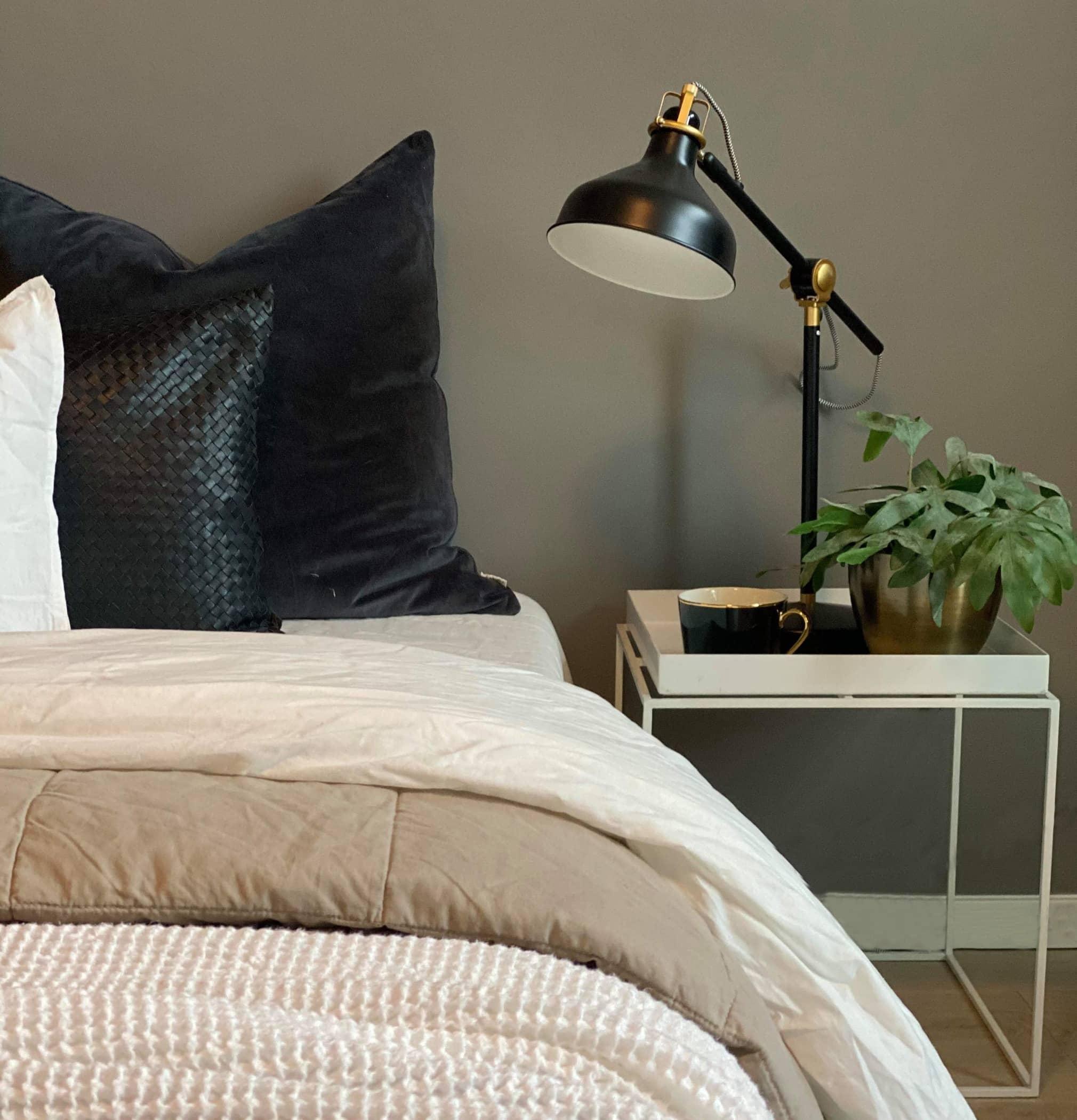 Bed sheet, Lighting, Cushion, Nightstand, Pillow, Room, Bedroom, Furniture, Bedding