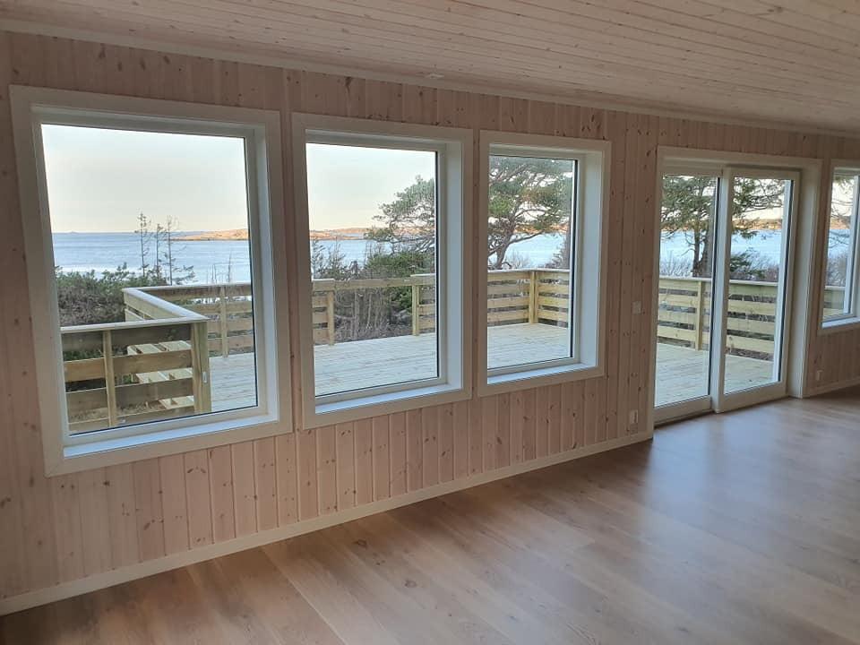 Interior design, Window, Building, Fixture, Wood, Shade, Floor, Line, Flooring, House