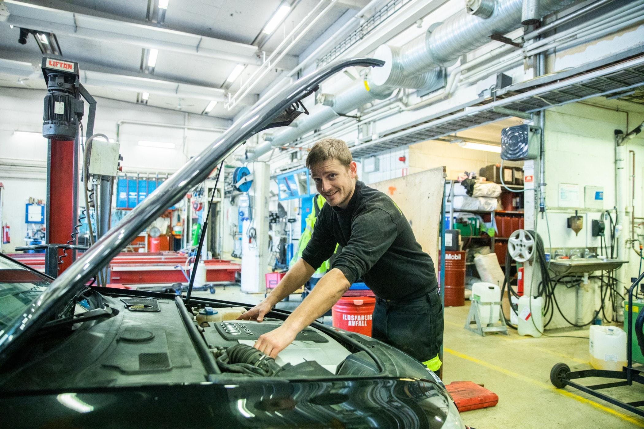 Automobile repair shop, Auto part, Automotive design, Motor vehicle, Mechanic