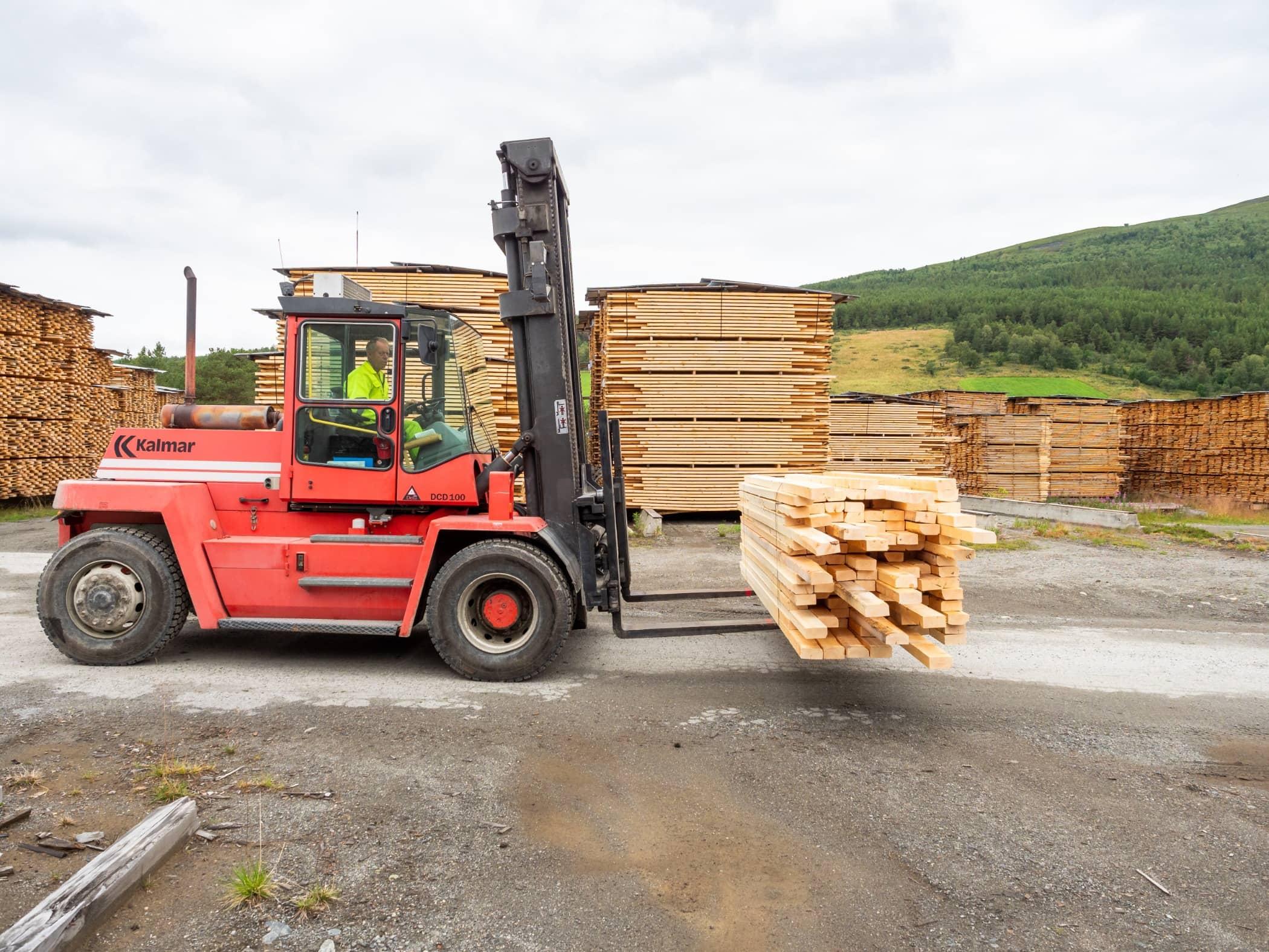 Automotive tire, Forklift truck, Wood, Vehicle, Transport