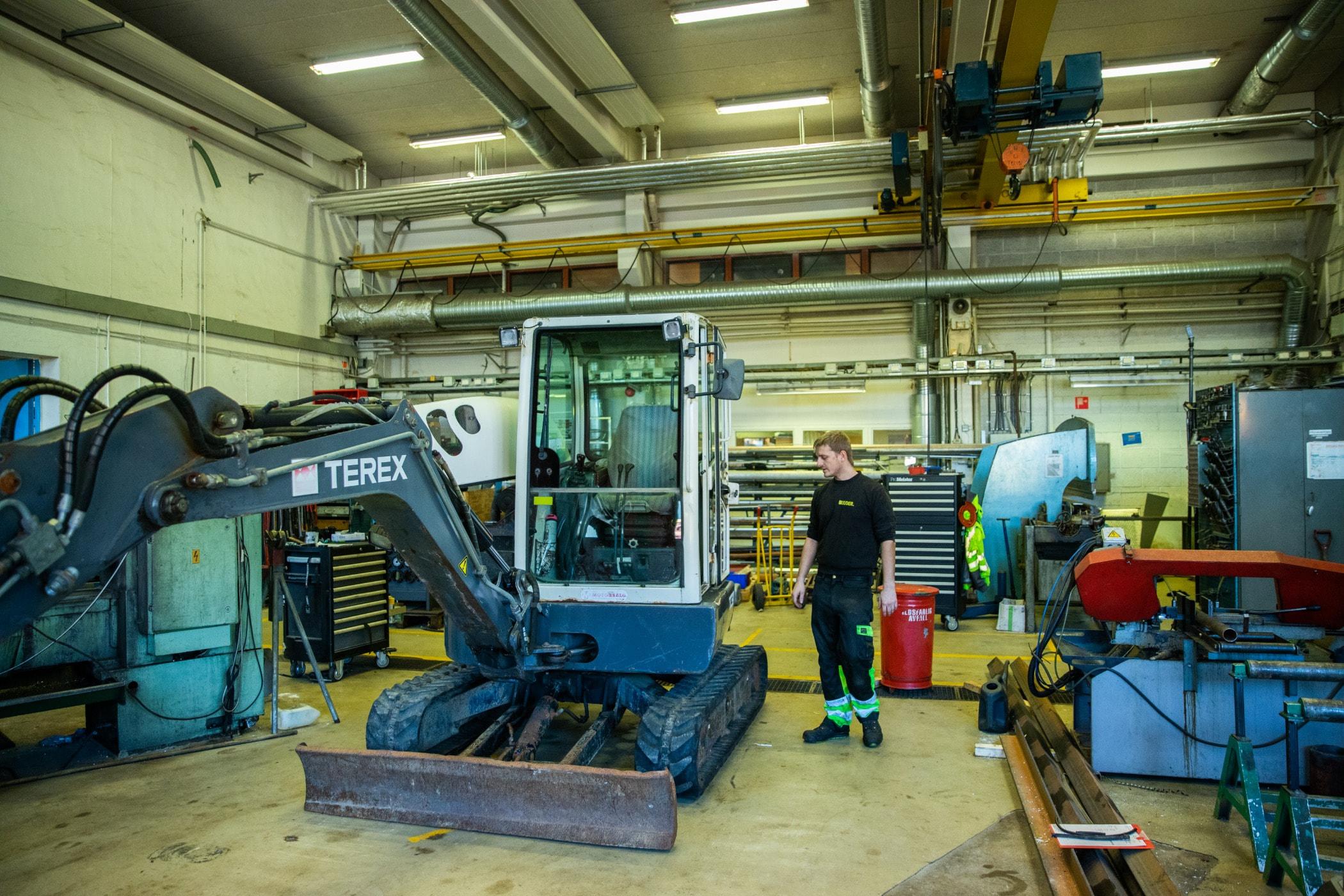 Toolroom, Factory, Machine, Industry