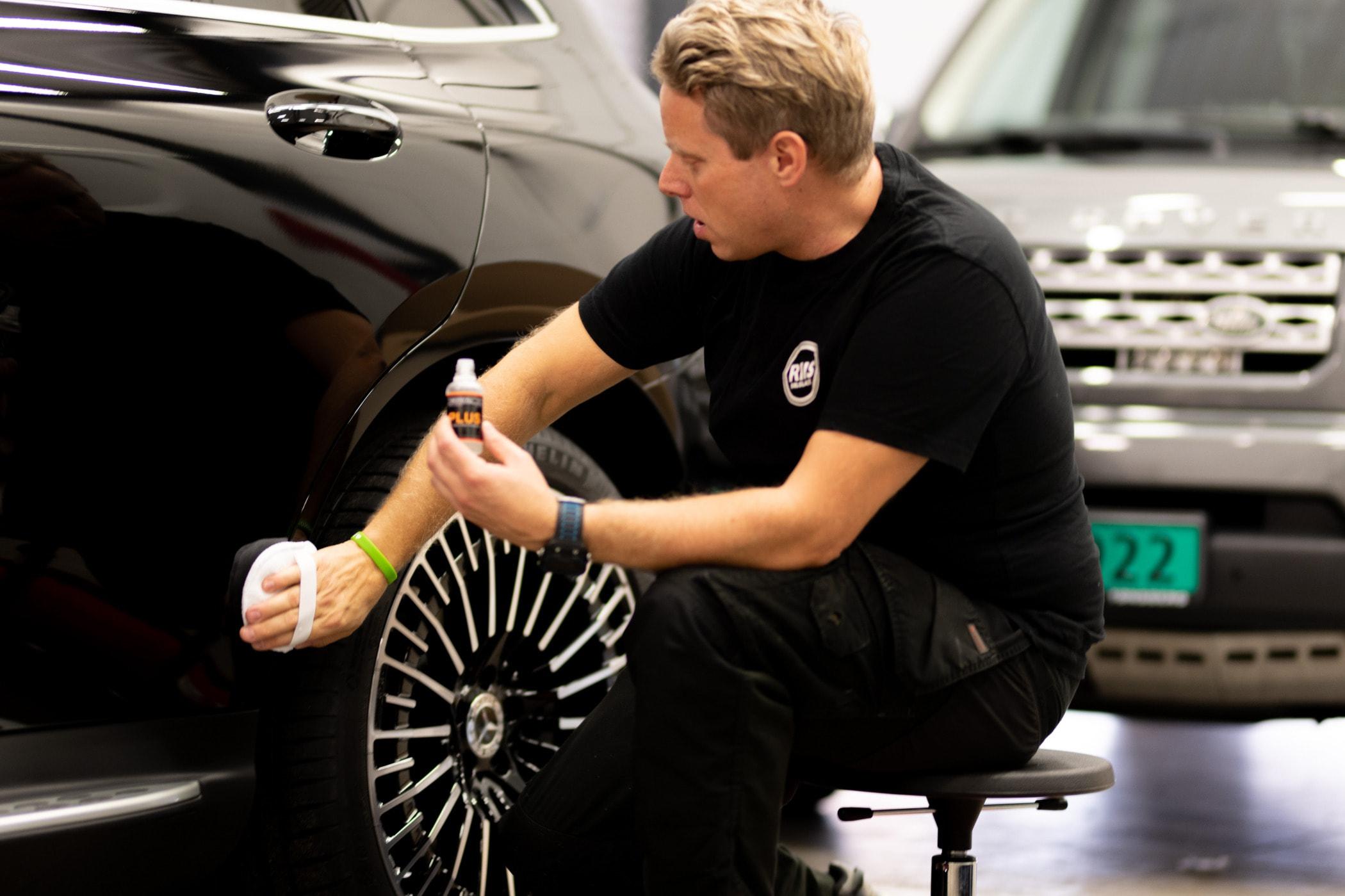 Automotive exterior, Luxury vehicle, Car, Wheel, Tire