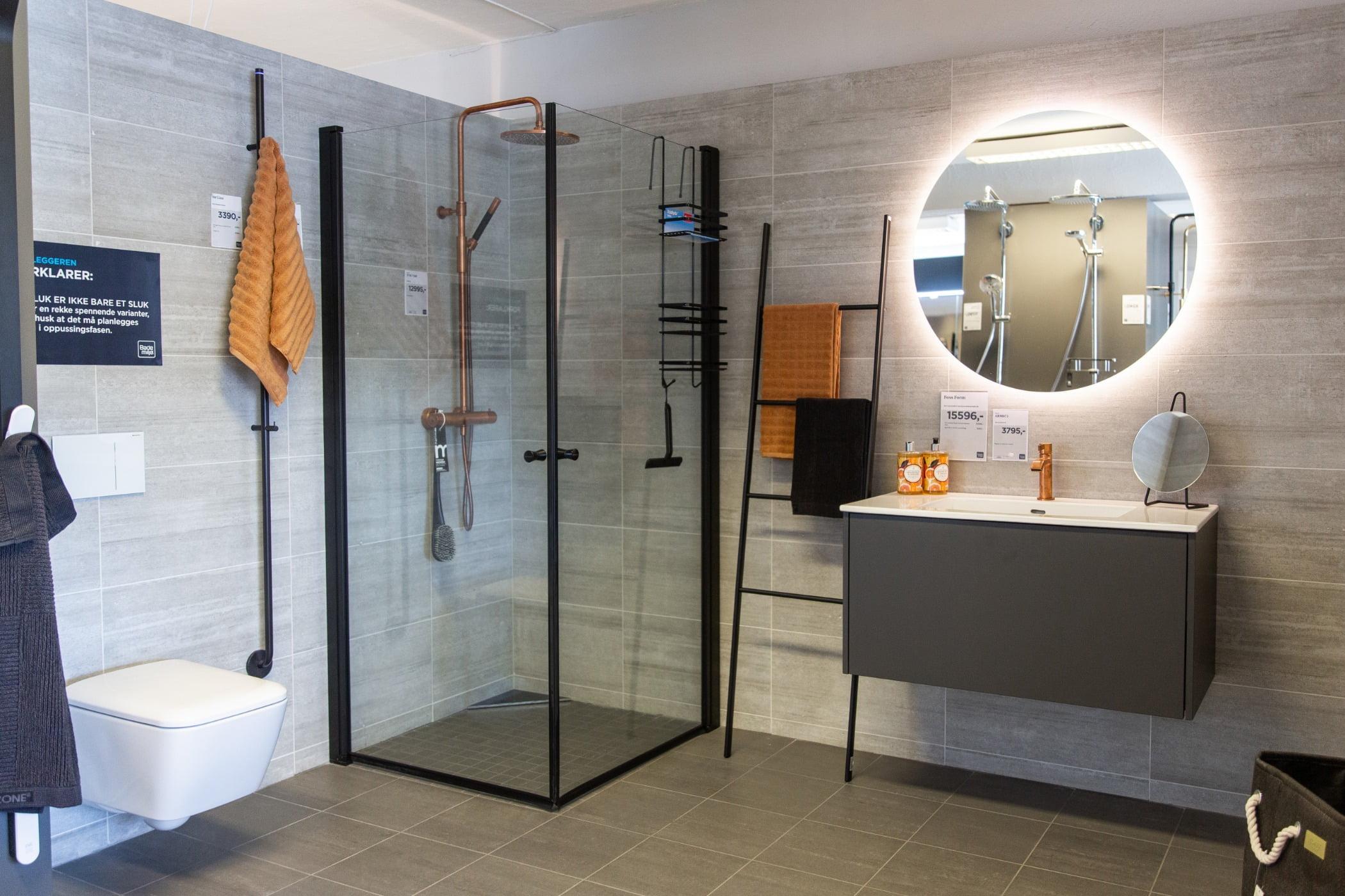 Plumbing fixture, Shower head, Interior design, Mirror, Property, Building, Tap, Sink, Bathroom